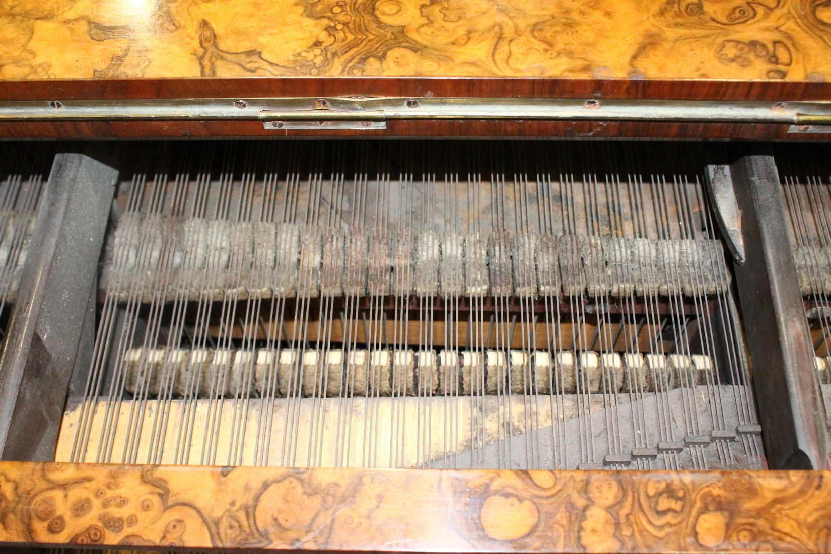 JOHN BROADWOOD & SONS, A good late 19th Centruy figured walnut Grand Piano, on turned and tapering - Image 19 of 19
