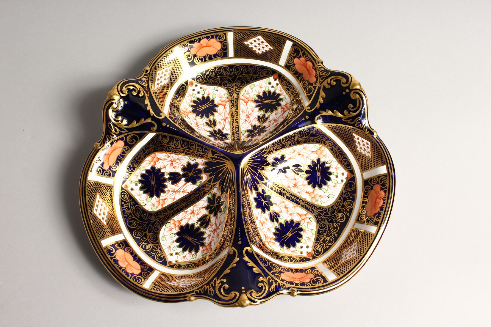 A ROYAL CROWN DERBY JAPAN PATTERN THREE DIVISION DISH. No. 1667 &1128 11ins wide. - Image 2 of 6