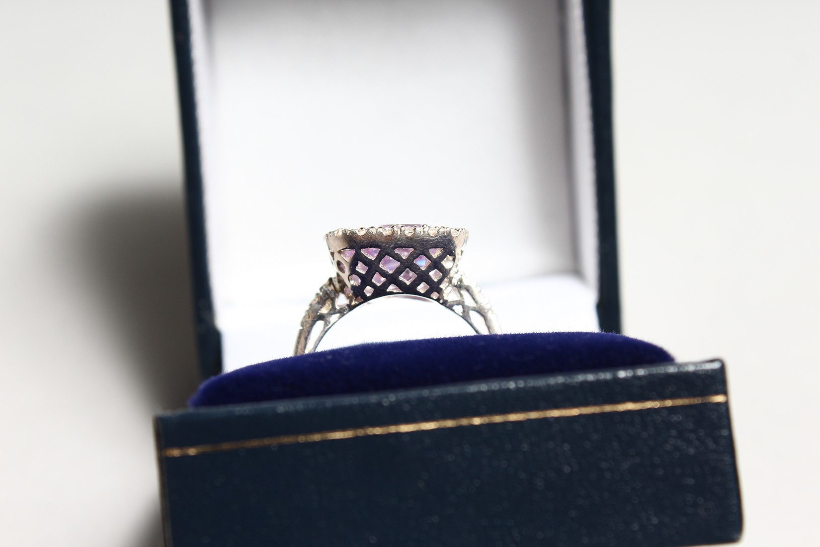 A SILVER CZ RING. - Image 2 of 3
