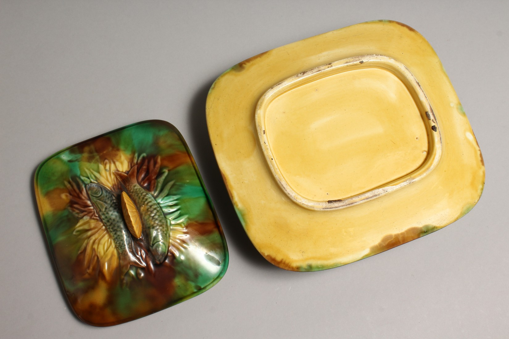 A MAJOLICA SARDINE DISH AND COVER, green and brown glaze with moulded decoration and shell handle. - Image 4 of 4