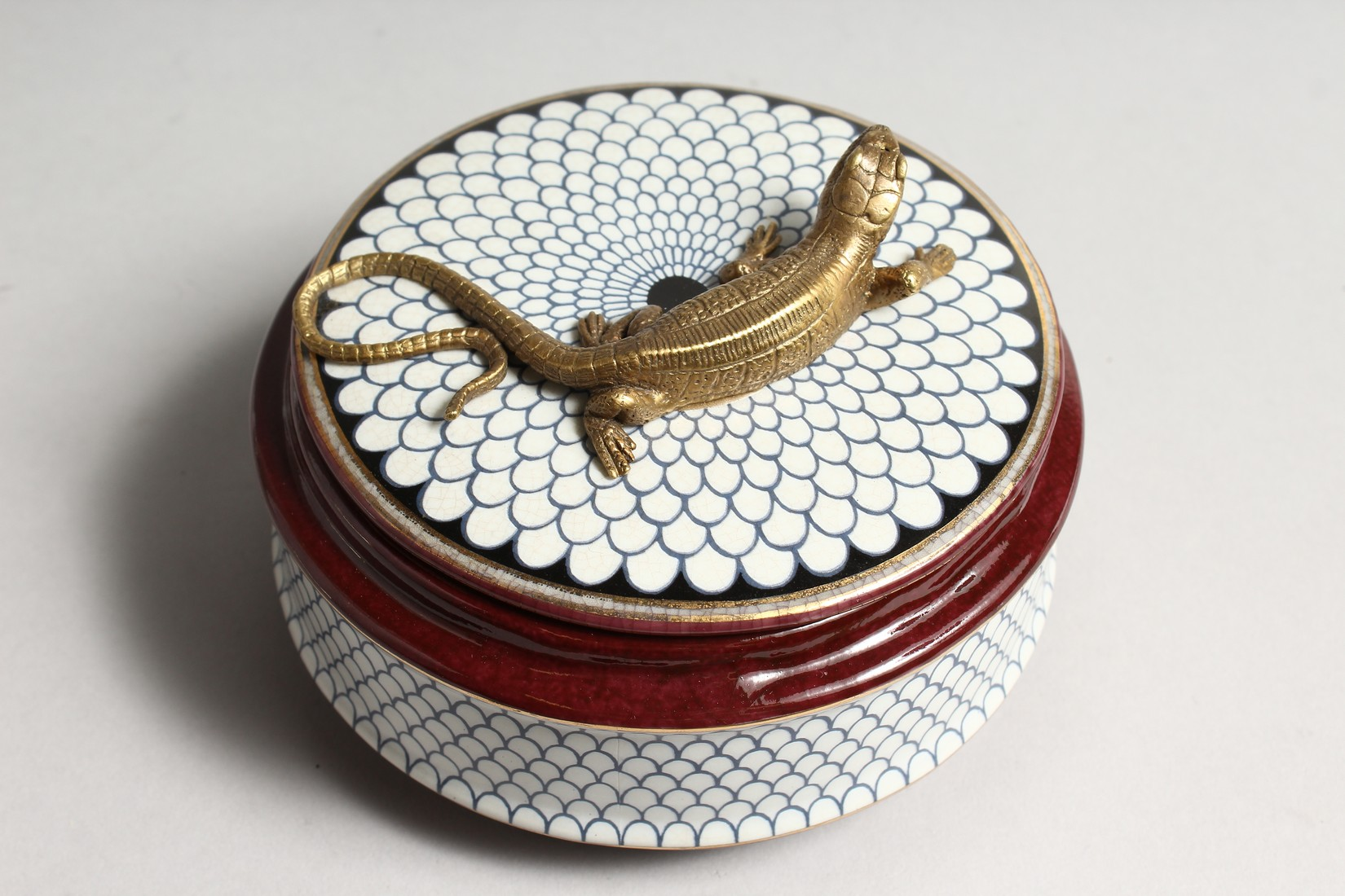 A CIRCULALR PORCELAIN BOX AND COVER with bronze lizard 5ins diameter - Image 2 of 5