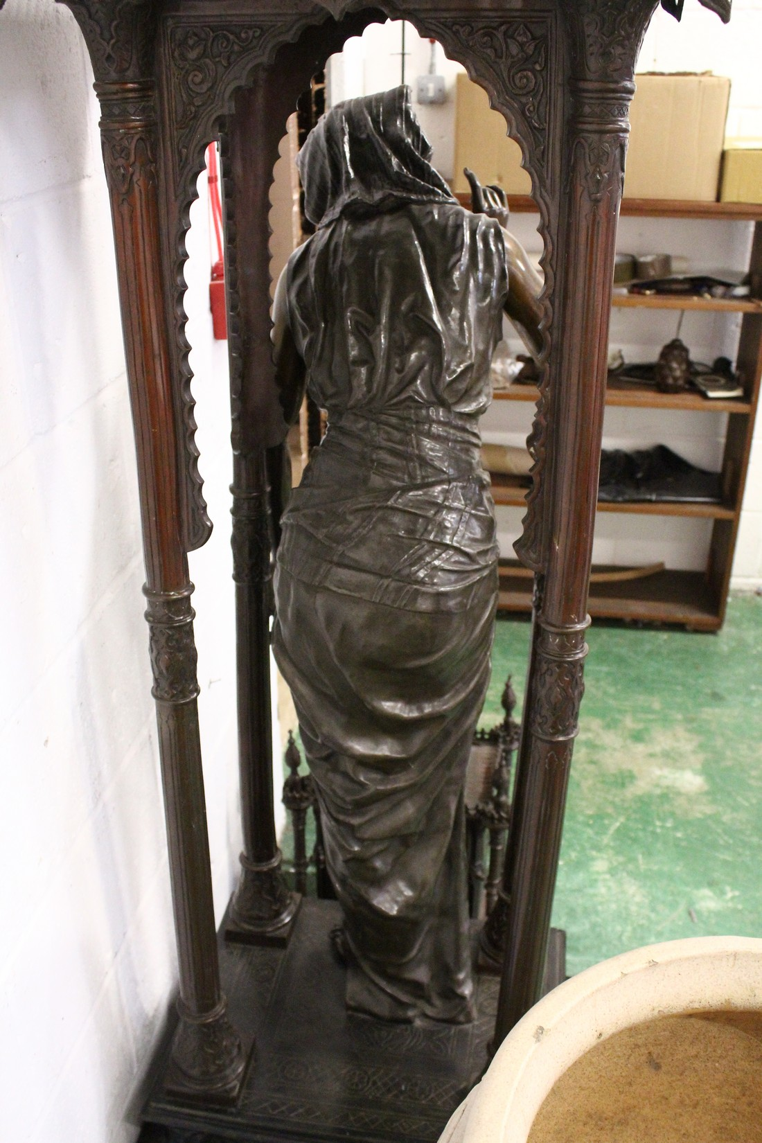 A SUPERB LARGE 19TH CENTURY FRENCH BRONZE OF AN ISLAMIC YOUNG LADY standing in an arbour with four - Image 9 of 9