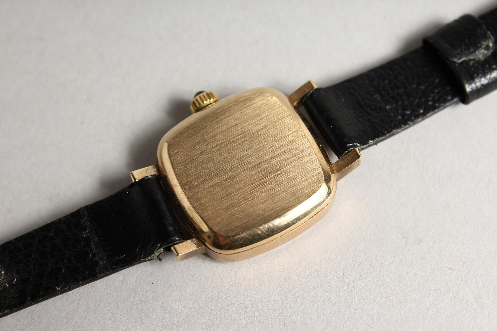 A LADIES VERY GOOD GOLD OMEGA WRIST WATCH with leather strap. - Image 4 of 4