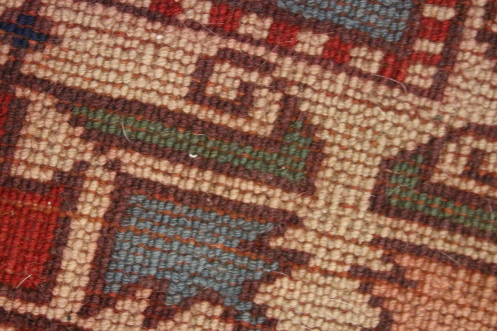 A TURKISH WOVEN WOOL RUG, early 20th Century with a central pale green ground panel and stylised - Image 4 of 4