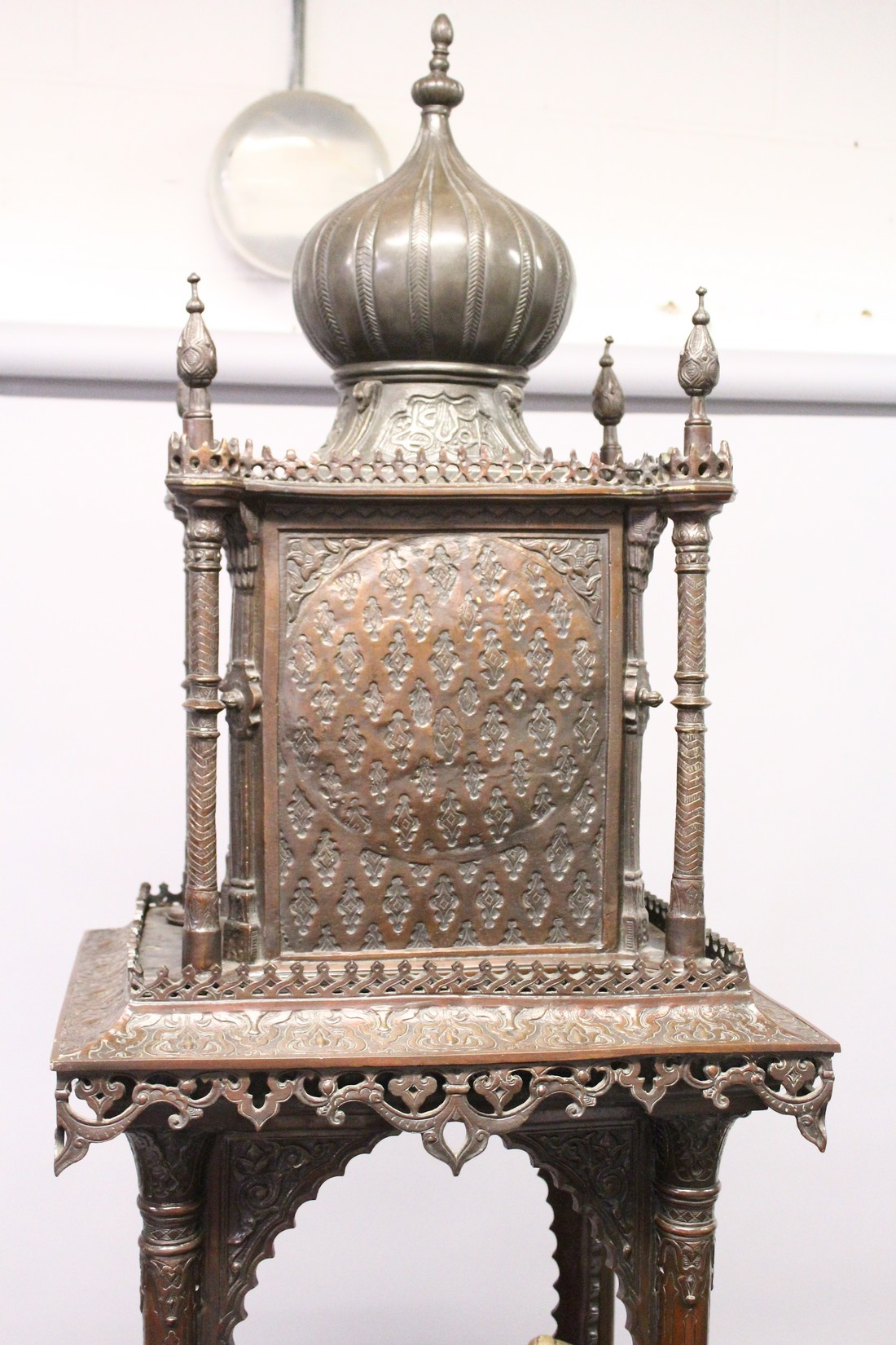 A SUPERB LARGE 19TH CENTURY FRENCH BRONZE OF AN ISLAMIC YOUNG LADY standing in an arbour with four - Image 2 of 9
