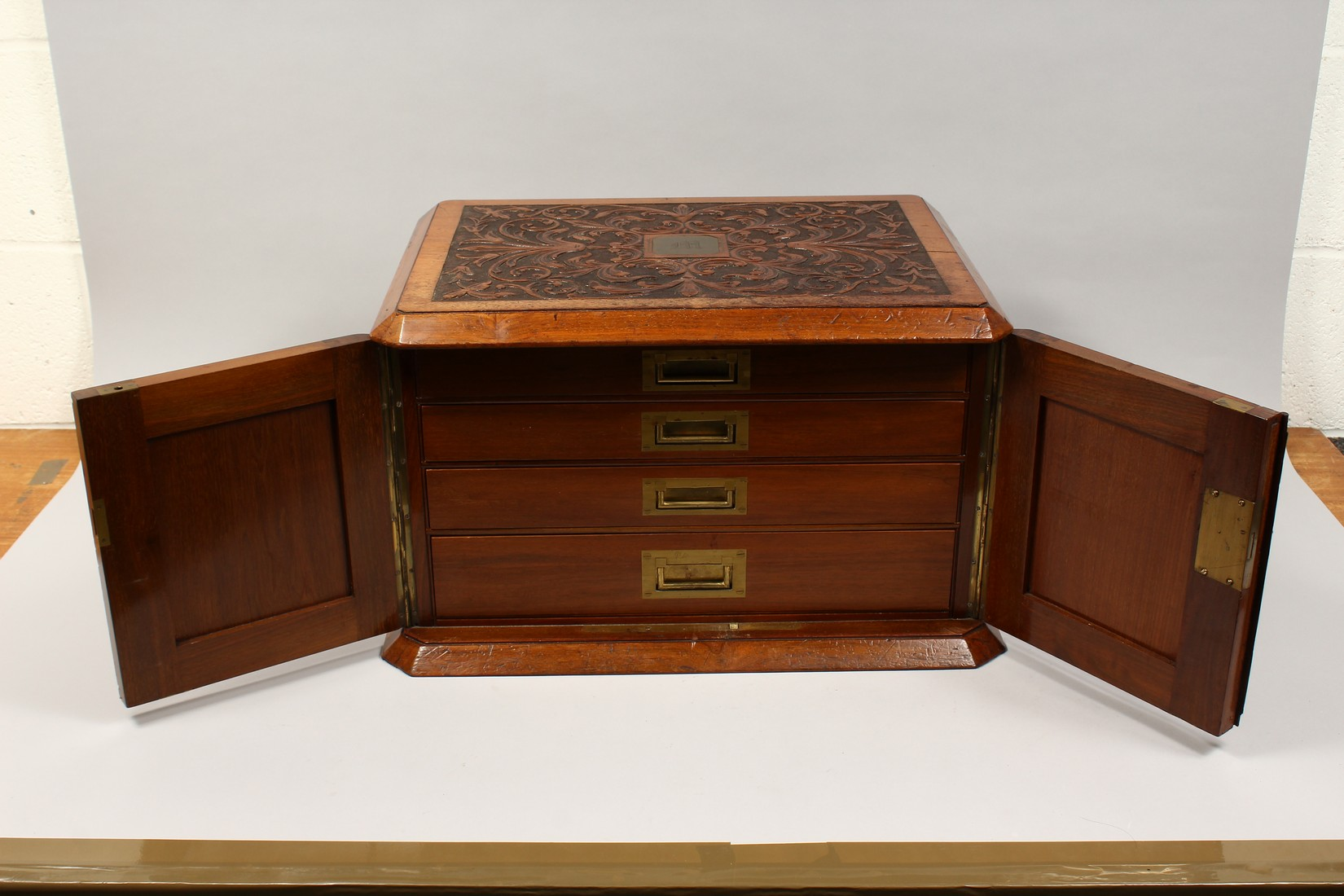 A GOOD VICTORIAN CARVED OVAL TABLE TOP CABINET, the top and doors with carved decoration, the - Image 3 of 5