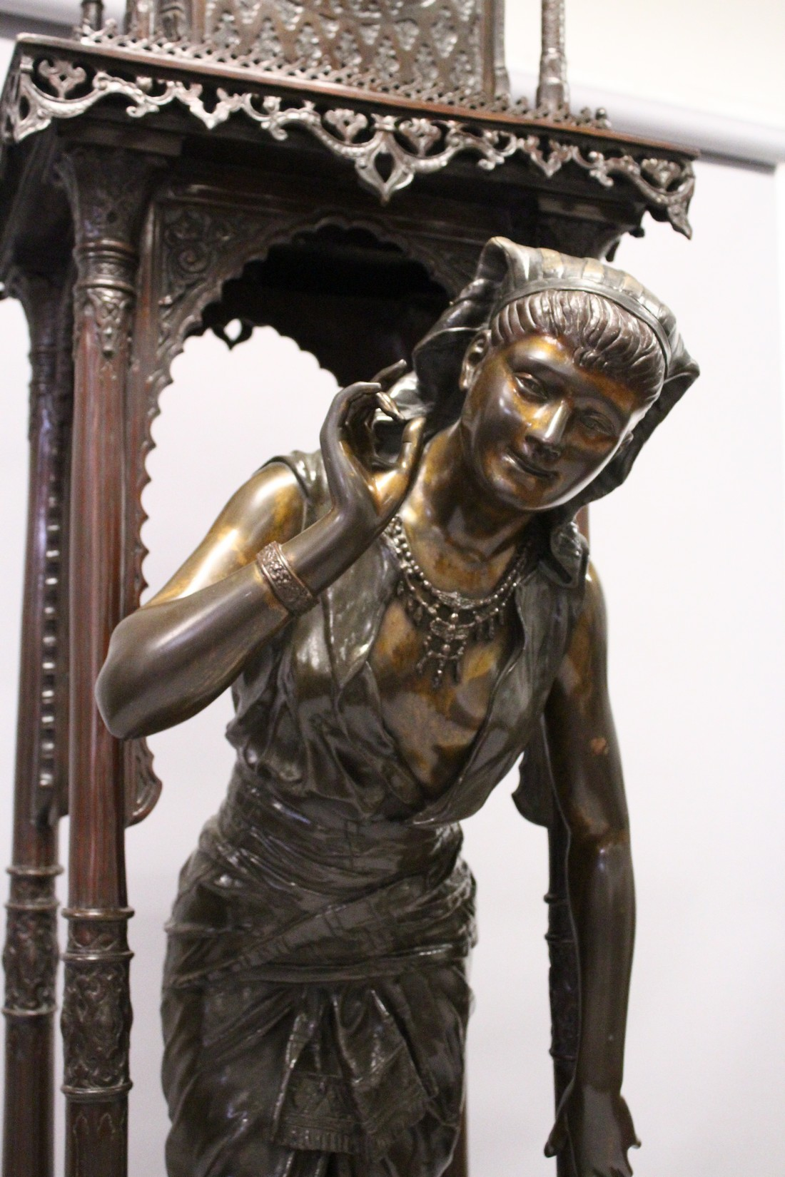 A SUPERB LARGE 19TH CENTURY FRENCH BRONZE OF AN ISLAMIC YOUNG LADY standing in an arbour with four - Image 5 of 9