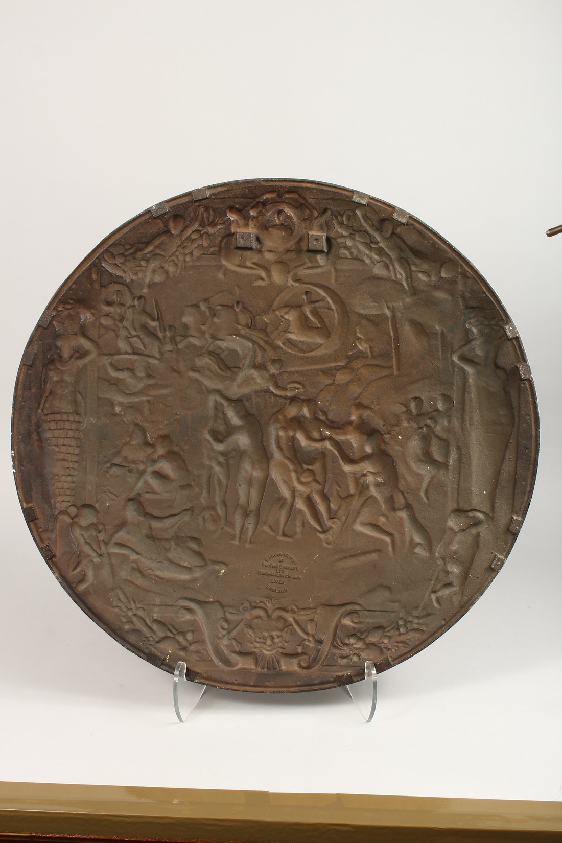 AN IMPRESSIVE CLASSICAL STYLE CAST IRON CIRCULAR PLAQUE, decorated with Greek mythological figures - Image 7 of 8