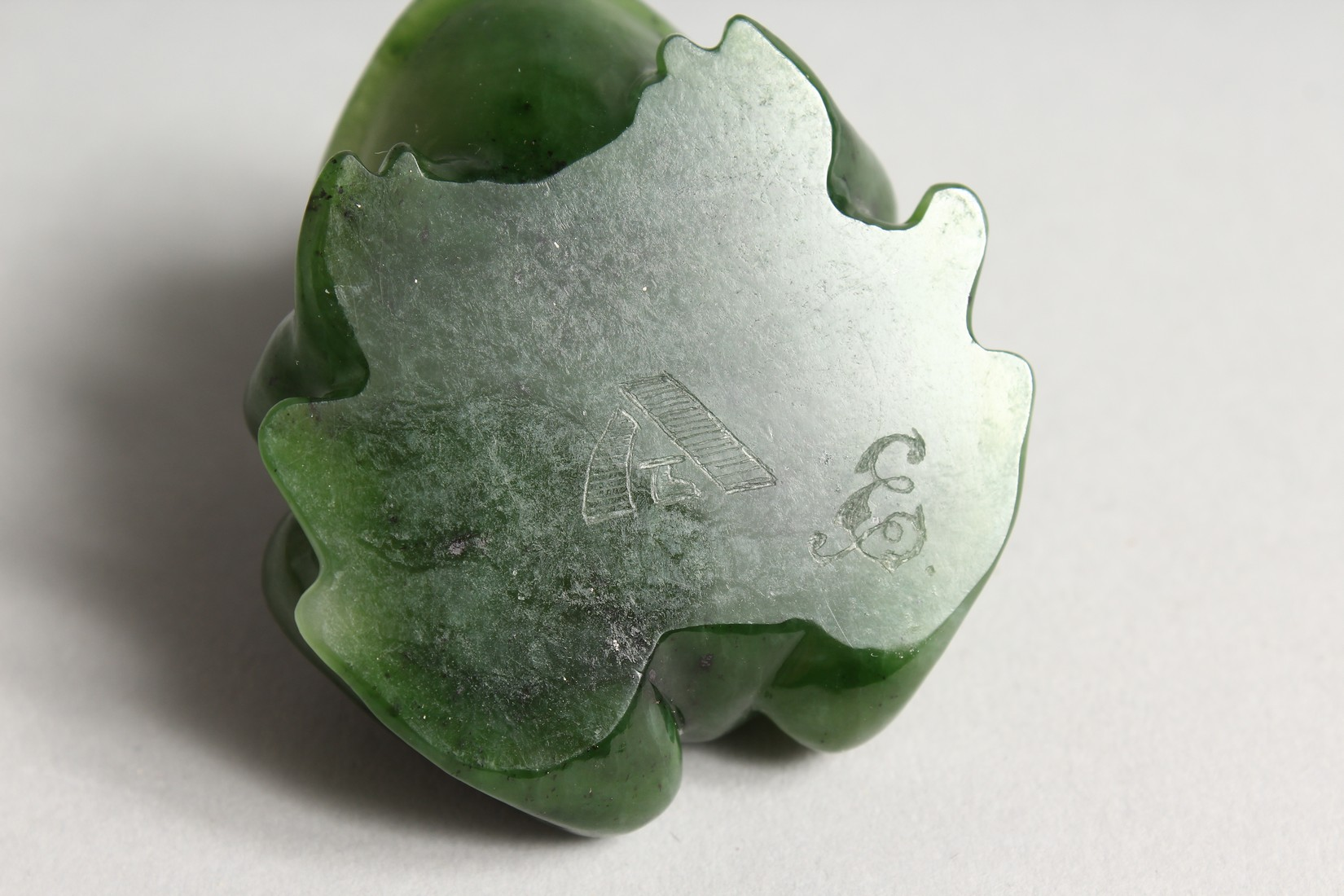 A SUPERB RUSSIAN JADE AND DIAMOND MOUNTED FROG 2ins long - Image 6 of 6