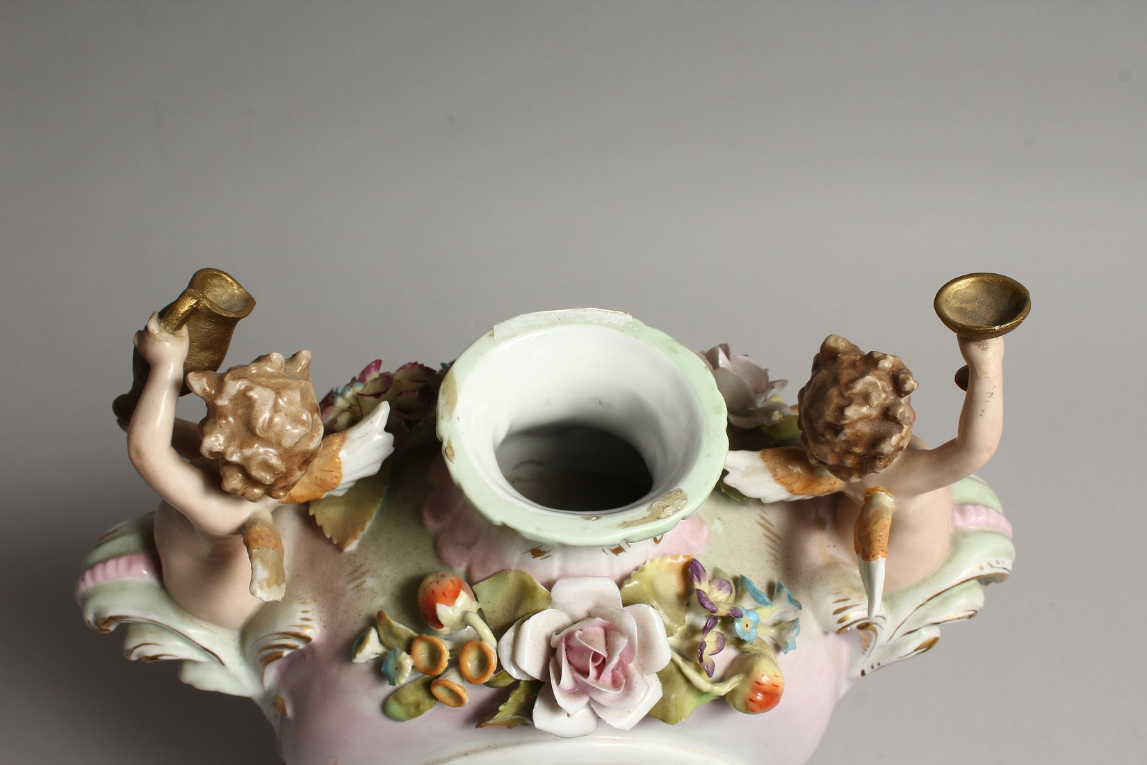 A CONTINENTAL PORCELAIN CUPID AND FLOWER ENCRUSTED CLOCK, with blue and white Roman numerals. - Image 5 of 7