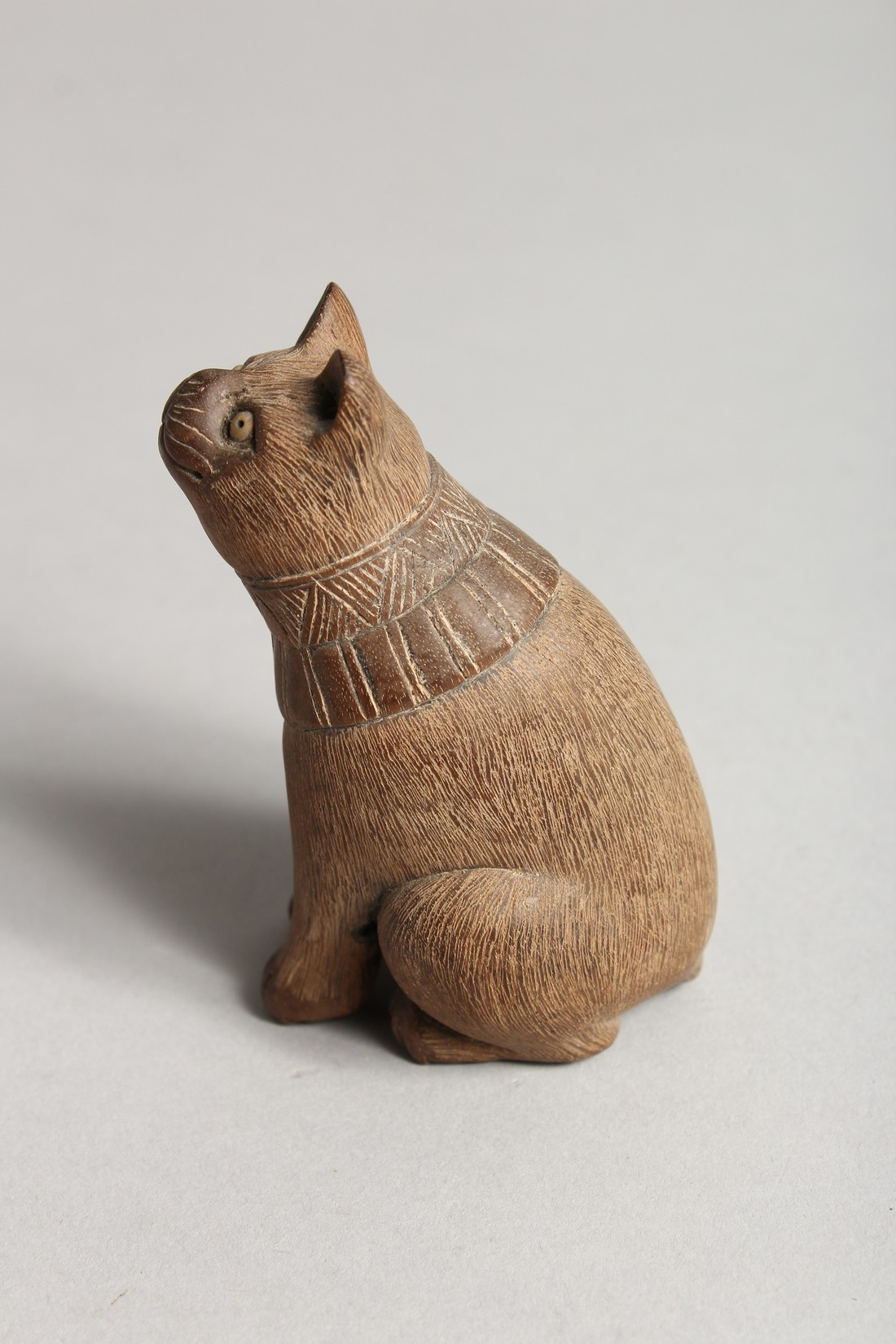 A JAPANESE CARVED WOODEN SEATED CAT Signed - Image 2 of 4