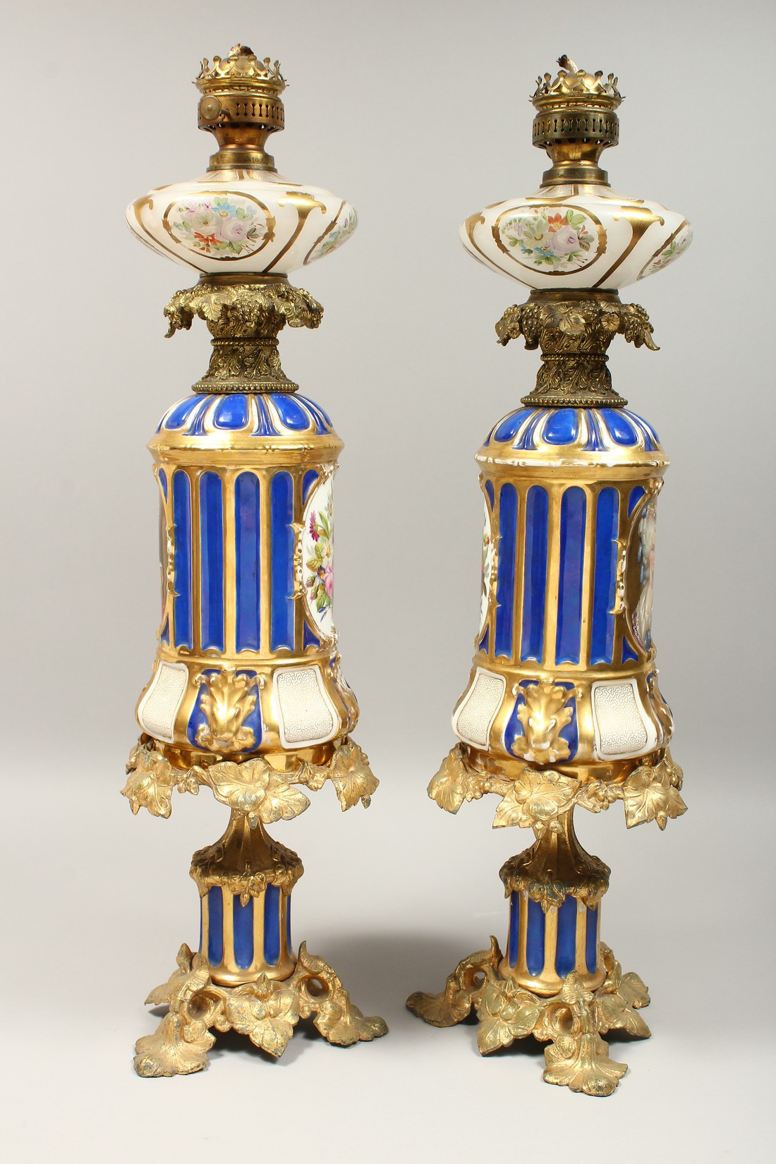 A SUPERB PAIR OF 19TH CENTURY FRENCH PORCELAIN AND GILT BRONZE LAMPS ON STANDS, painted with - Image 16 of 24