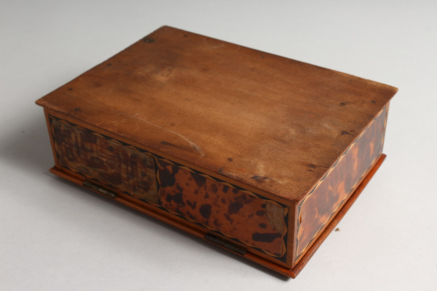A TORTOISESHELL RECTANGULAR BOX AND COVER 8.5ins long. - Image 3 of 4