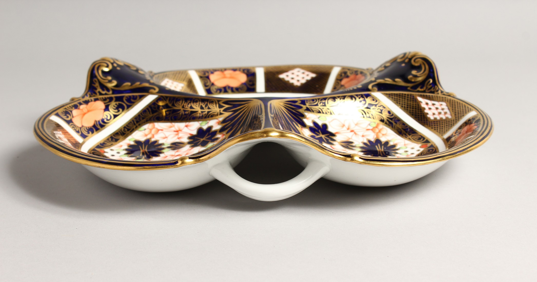 A ROYAL CROWN DERBY JAPAN PATTERN THREE DIVISION DISH. No. 1667 &1128 11ins wide. - Image 4 of 6