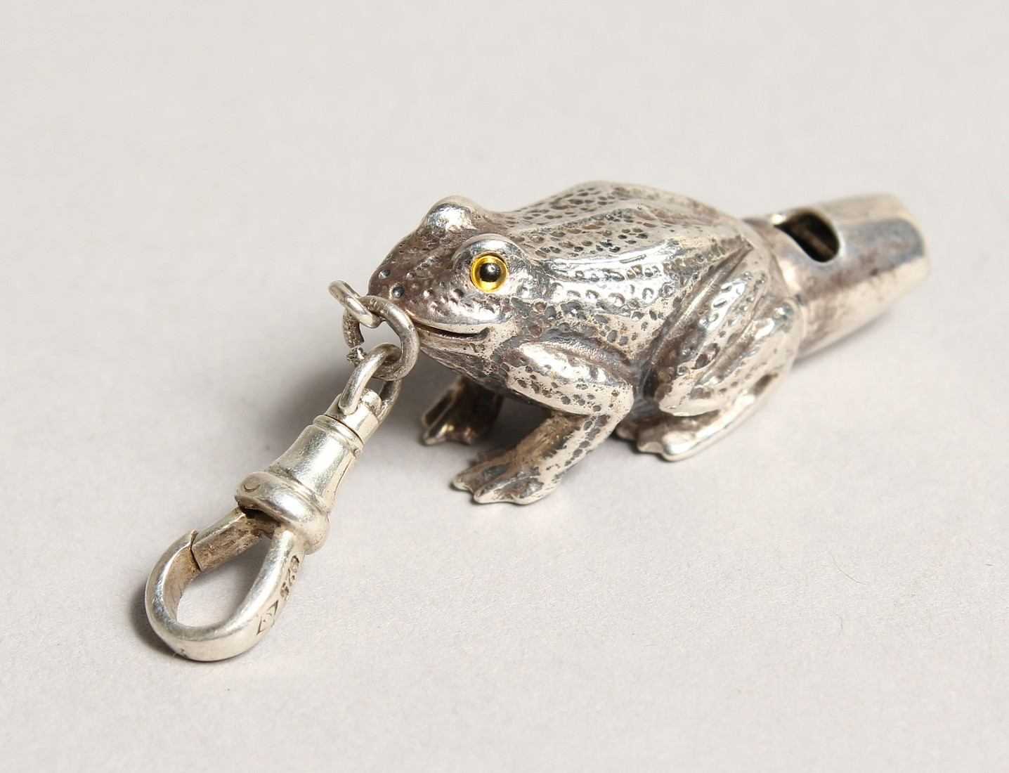 A NOVELTY SILVER FROG WHISTLE
