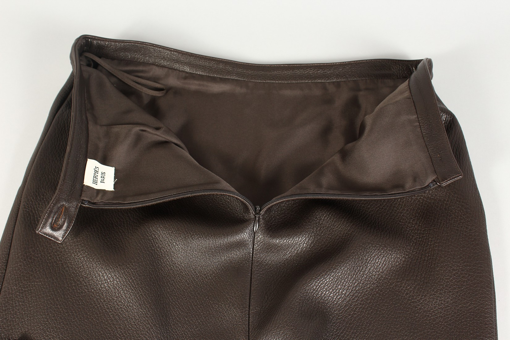 A HERMES LEATHER SKIRT, never worn. - Image 6 of 6