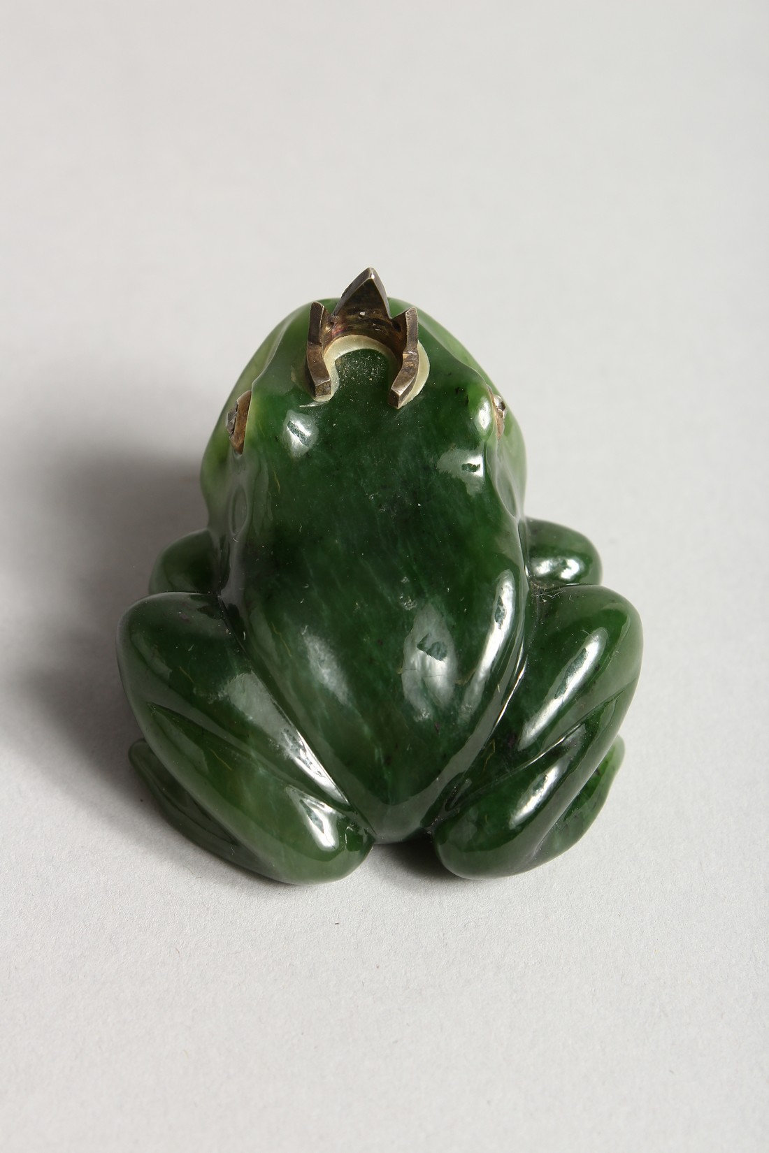 A SUPERB RUSSIAN JADE AND DIAMOND MOUNTED FROG 2ins long - Image 4 of 6