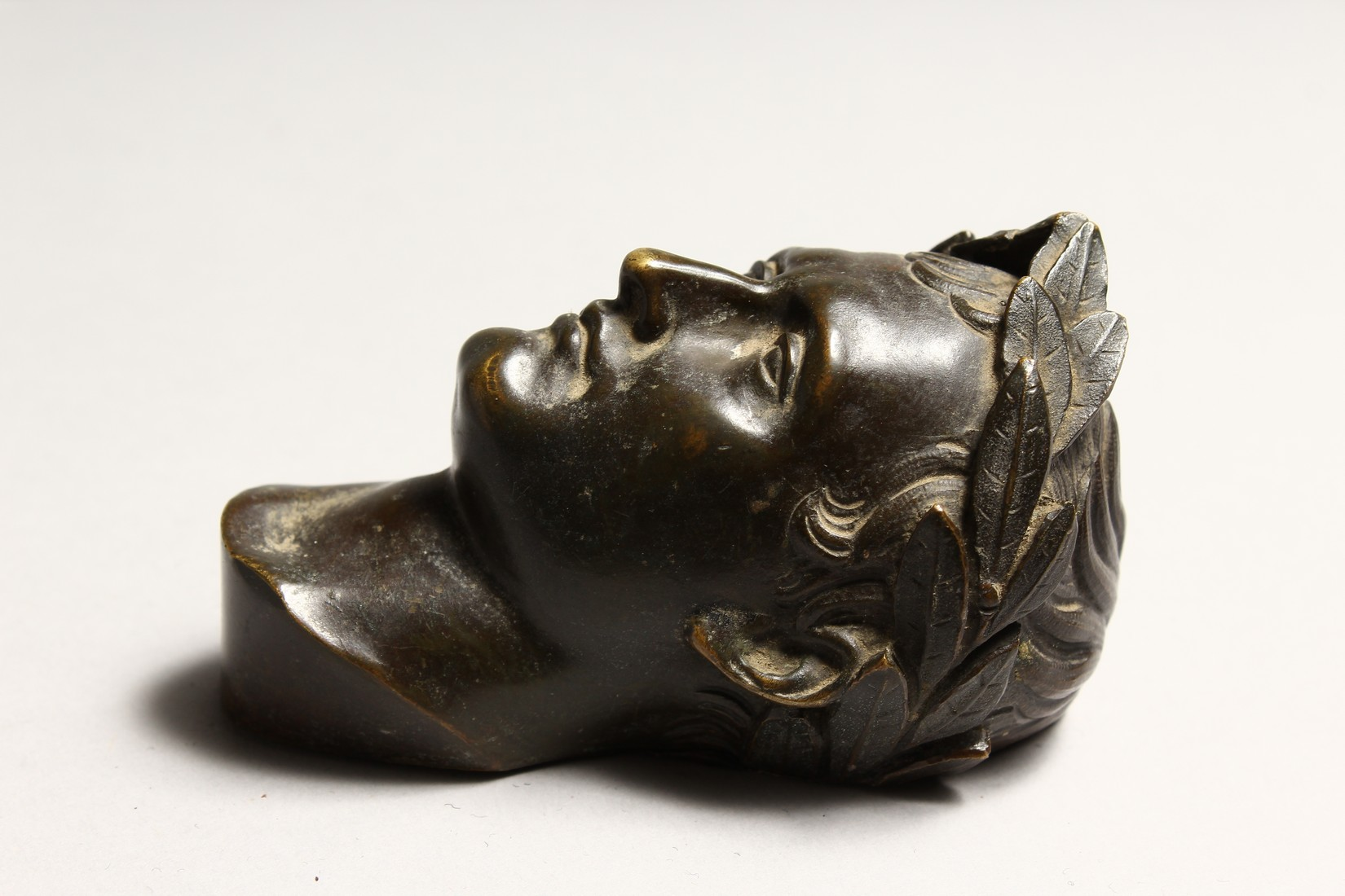 A SMALL GRAND TOUR BRONZE ROMAN HEAD 3.75ins high. - Image 2 of 5