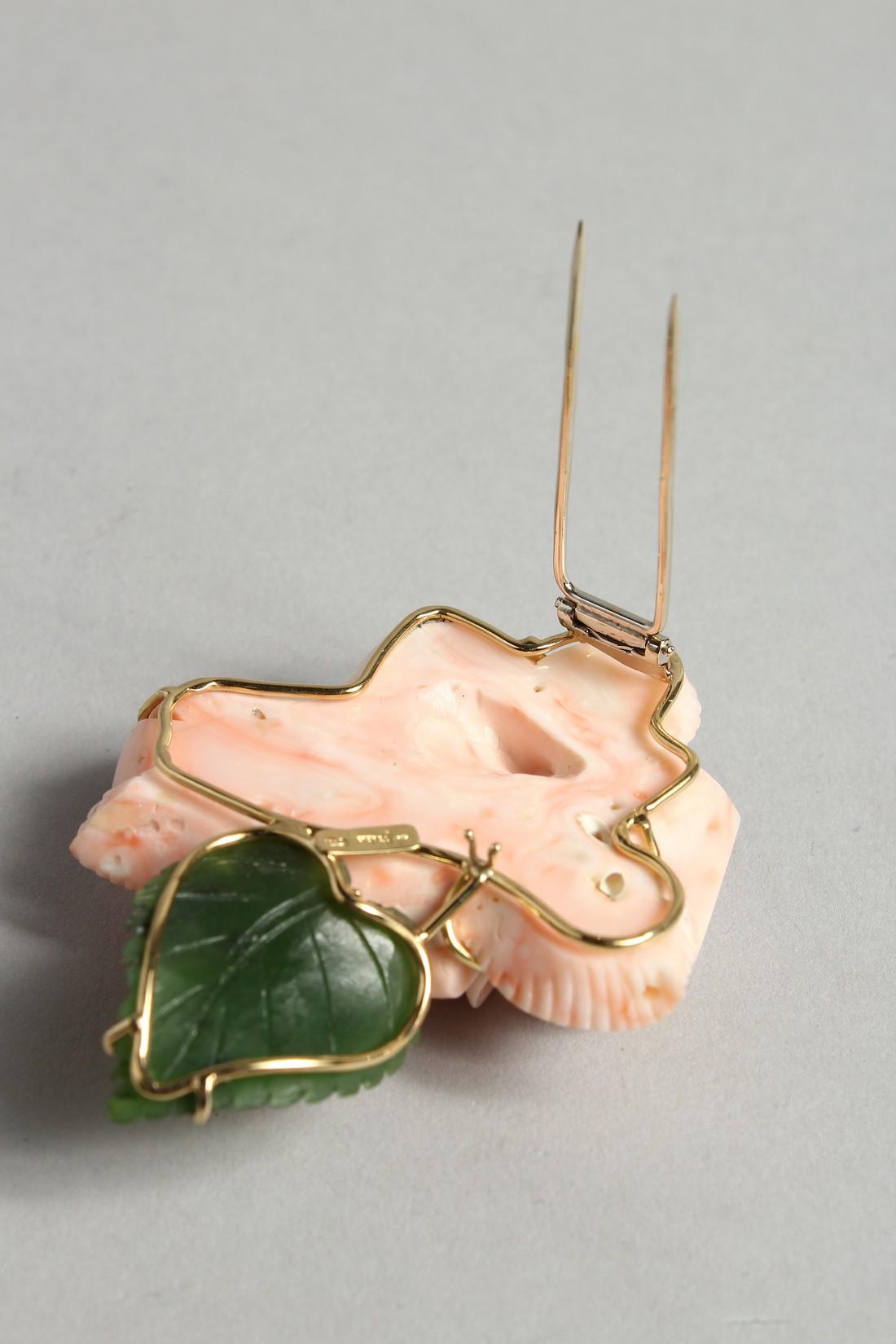 A SUPERB 18CT GOLD, CORAL ROSE AND LEAF BROOCH - Image 4 of 6