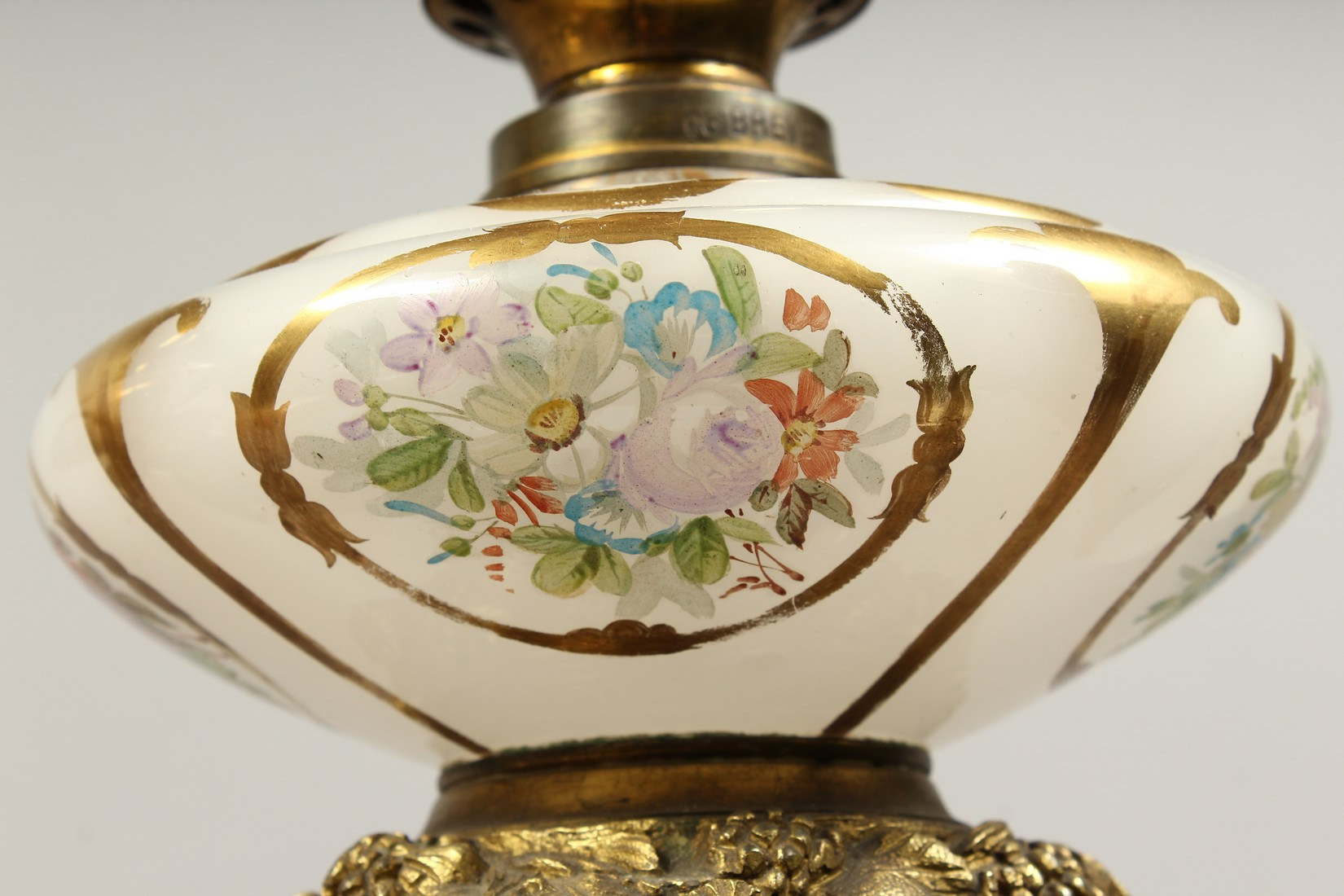 A SUPERB PAIR OF 19TH CENTURY FRENCH PORCELAIN AND GILT BRONZE LAMPS ON STANDS, painted with - Image 15 of 24