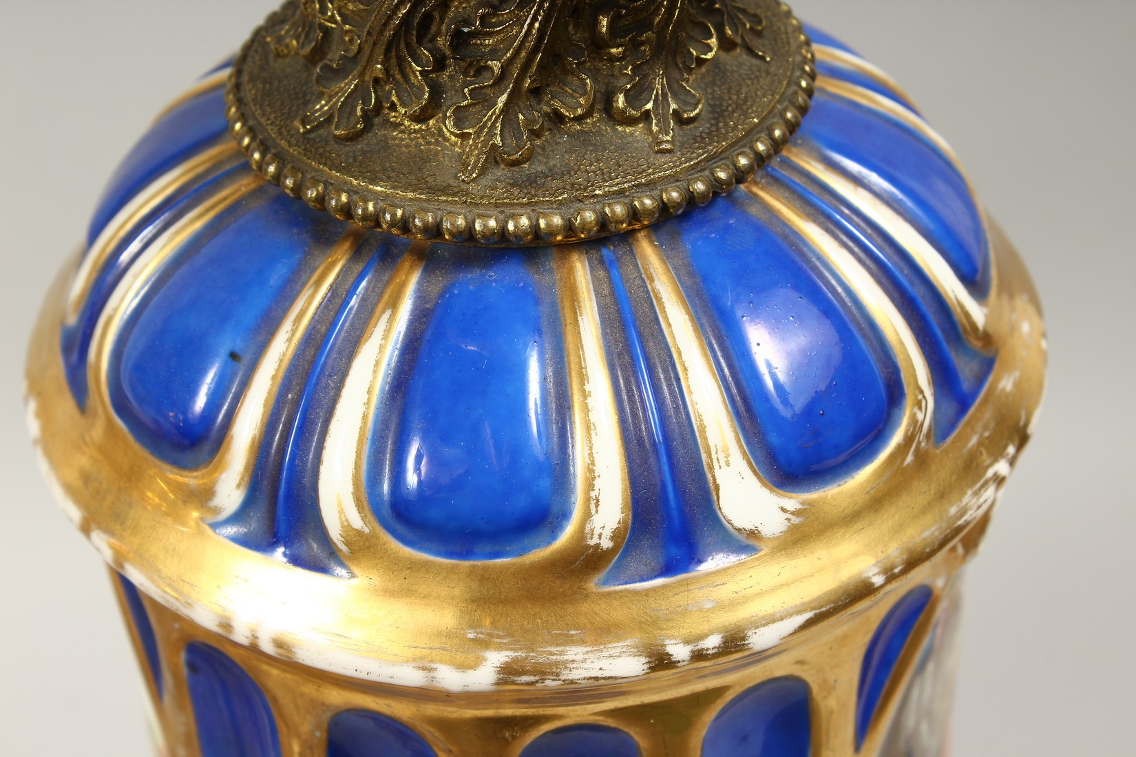 A SUPERB PAIR OF 19TH CENTURY FRENCH PORCELAIN AND GILT BRONZE LAMPS ON STANDS, painted with - Image 20 of 24
