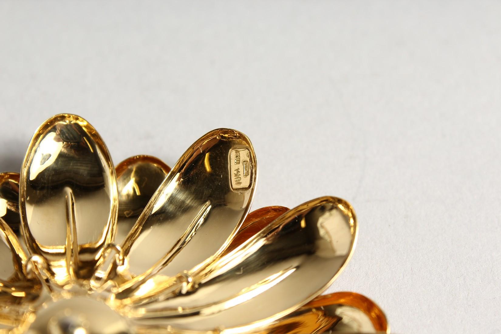 A SUPERB 18CT GOLD FLOWER BROOCH 7cm diameter, with P set diamond centre. 48gms - Image 3 of 3