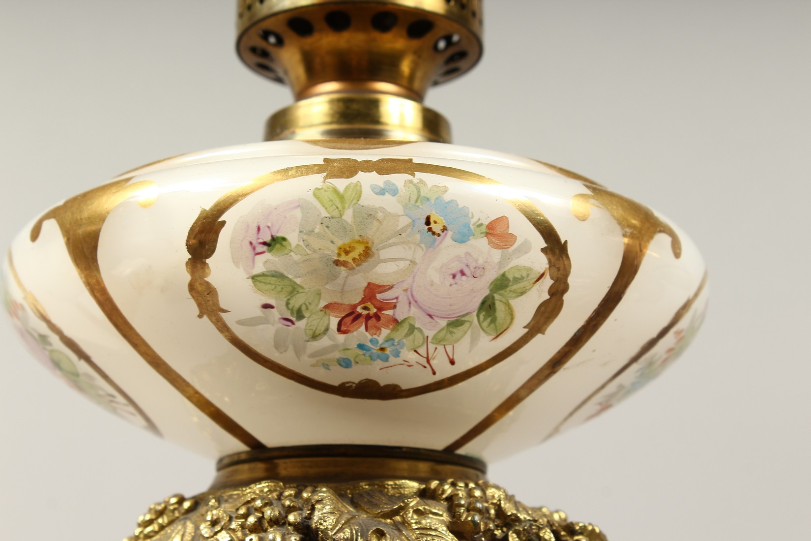 A SUPERB PAIR OF 19TH CENTURY FRENCH PORCELAIN AND GILT BRONZE LAMPS ON STANDS, painted with - Image 9 of 24