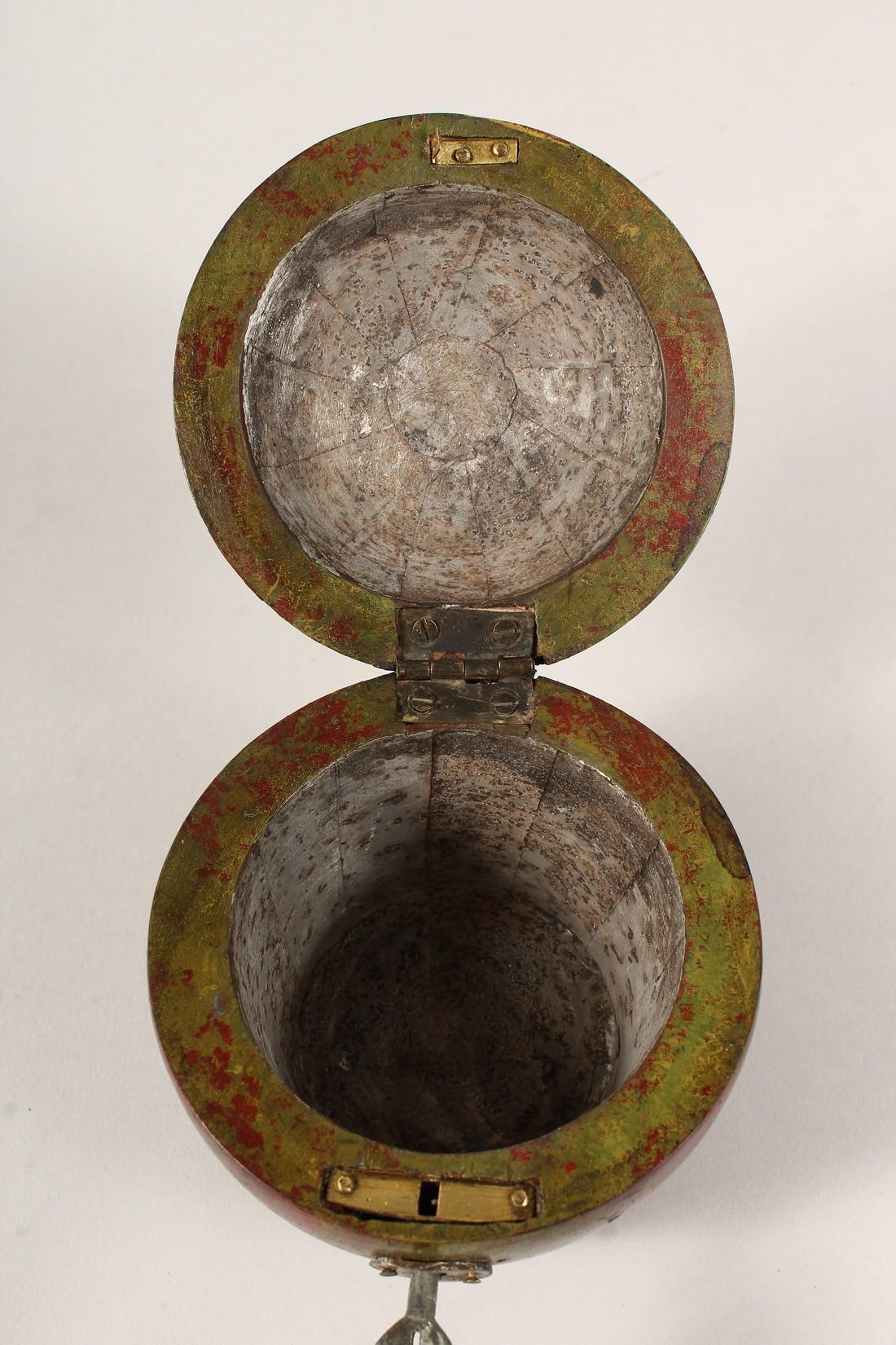 A GOOD GEORGIAN STYLE PAINTED APPLE TEA CADDY. 4ins diameter. - Image 4 of 5