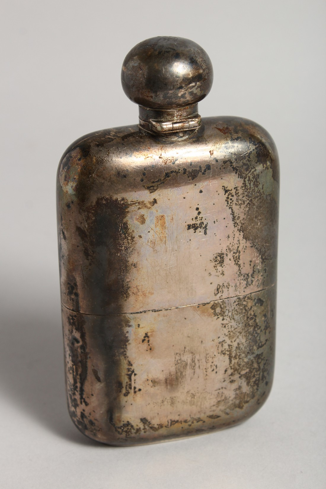 A HEAVY VICTORIAN SILVER WHISKY FLASK London 1896, weighs 9ozs. - Image 6 of 6