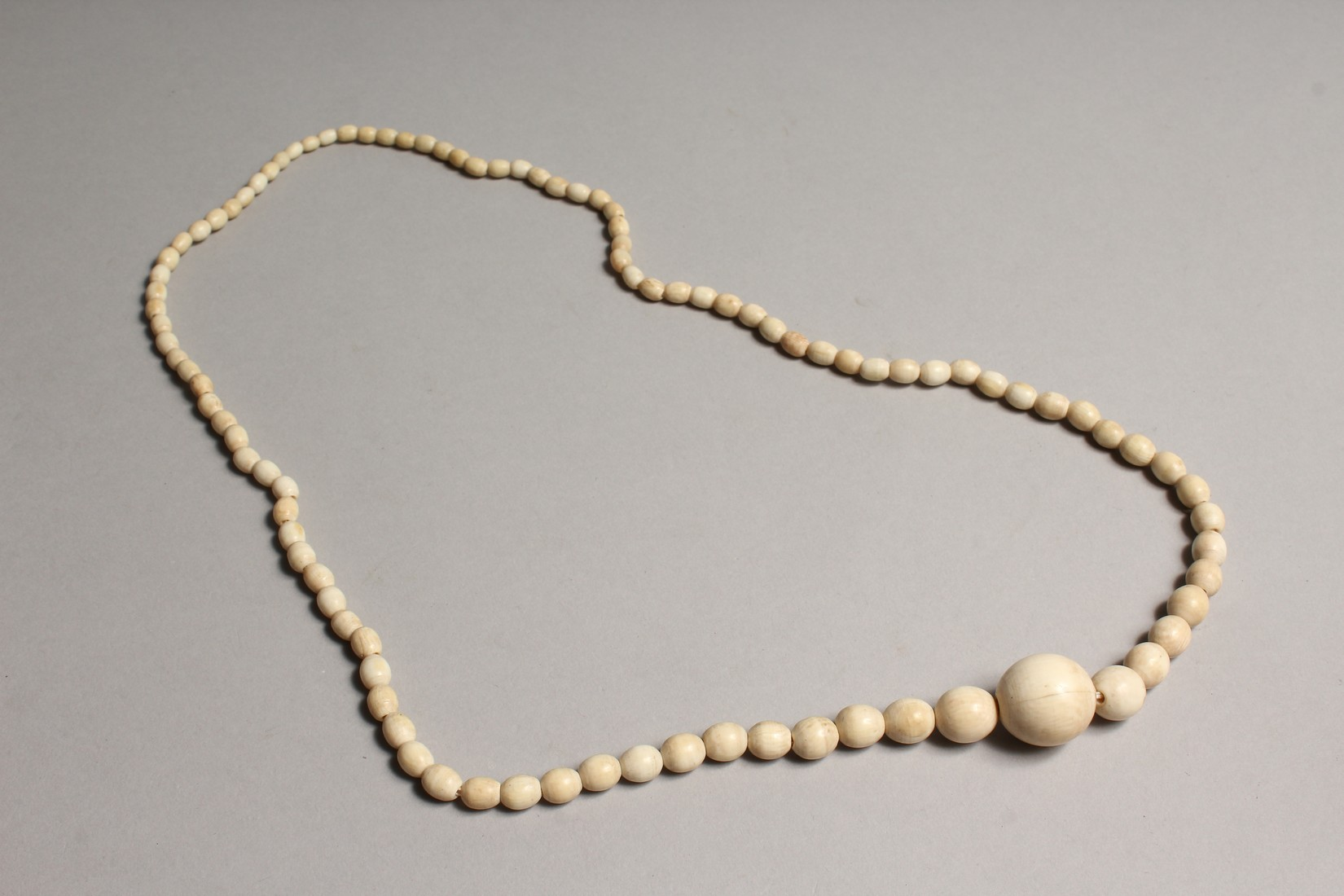 A GOOD GRADUATED IVORY BEAD NECKLACE on one hundred beads 29ins long - Image 2 of 3