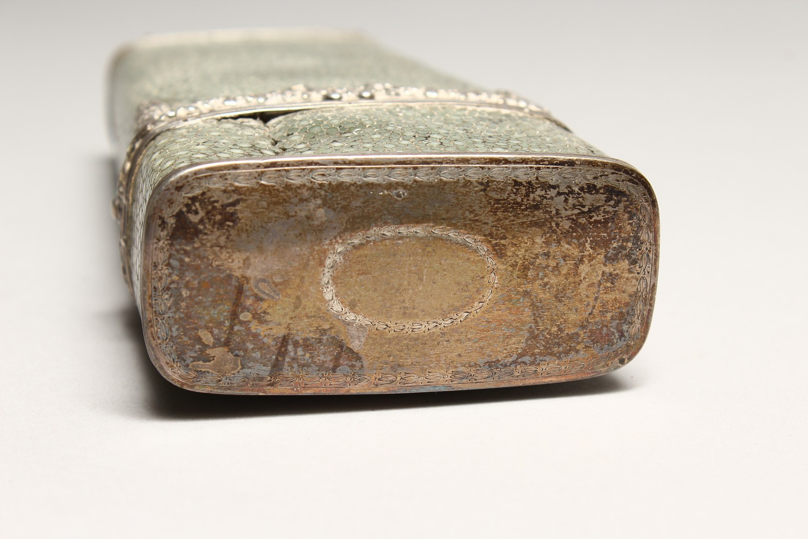 A GEORGIAN WHISKY FLASK in a shagreen case, with silver garlands 6.5ins long (some damage). - Image 6 of 8