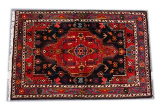 A GOOD PERSIAN RUG, 20TH CENTURY, red ground with stylised decoration. 5ft 4ins x 3ft 6ins