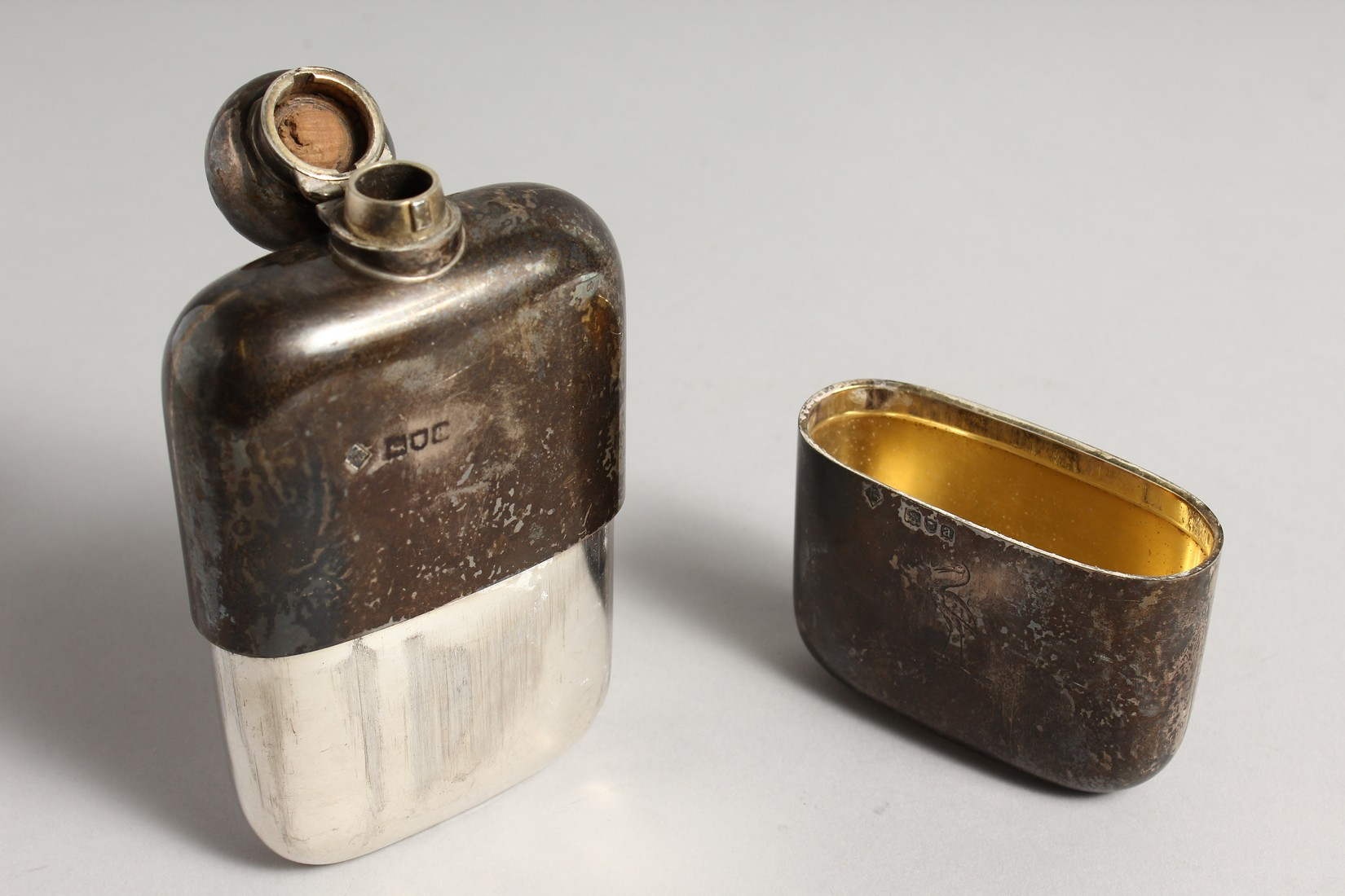A HEAVY VICTORIAN SILVER WHISKY FLASK London 1896, weighs 9ozs. - Image 4 of 6