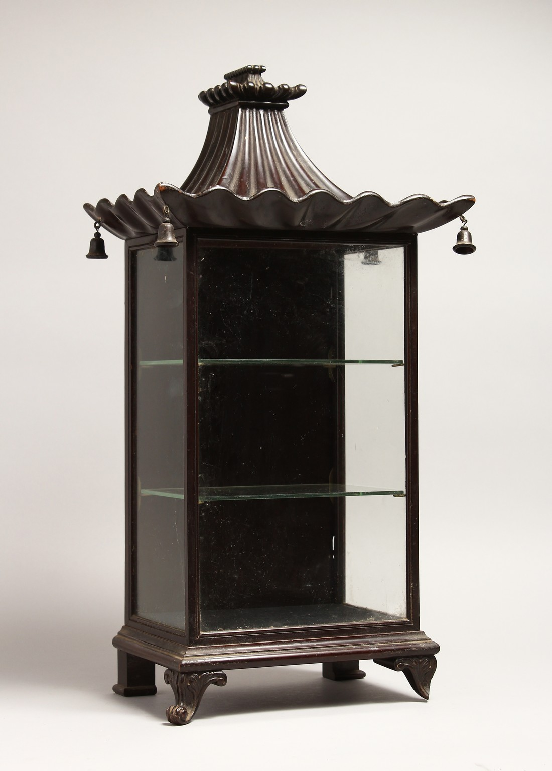 A GOOD GEORGIAN DESIGN CHINESE STYLE, SHOW CASE with Pagoda top hung with bells 20ins high, 8ins