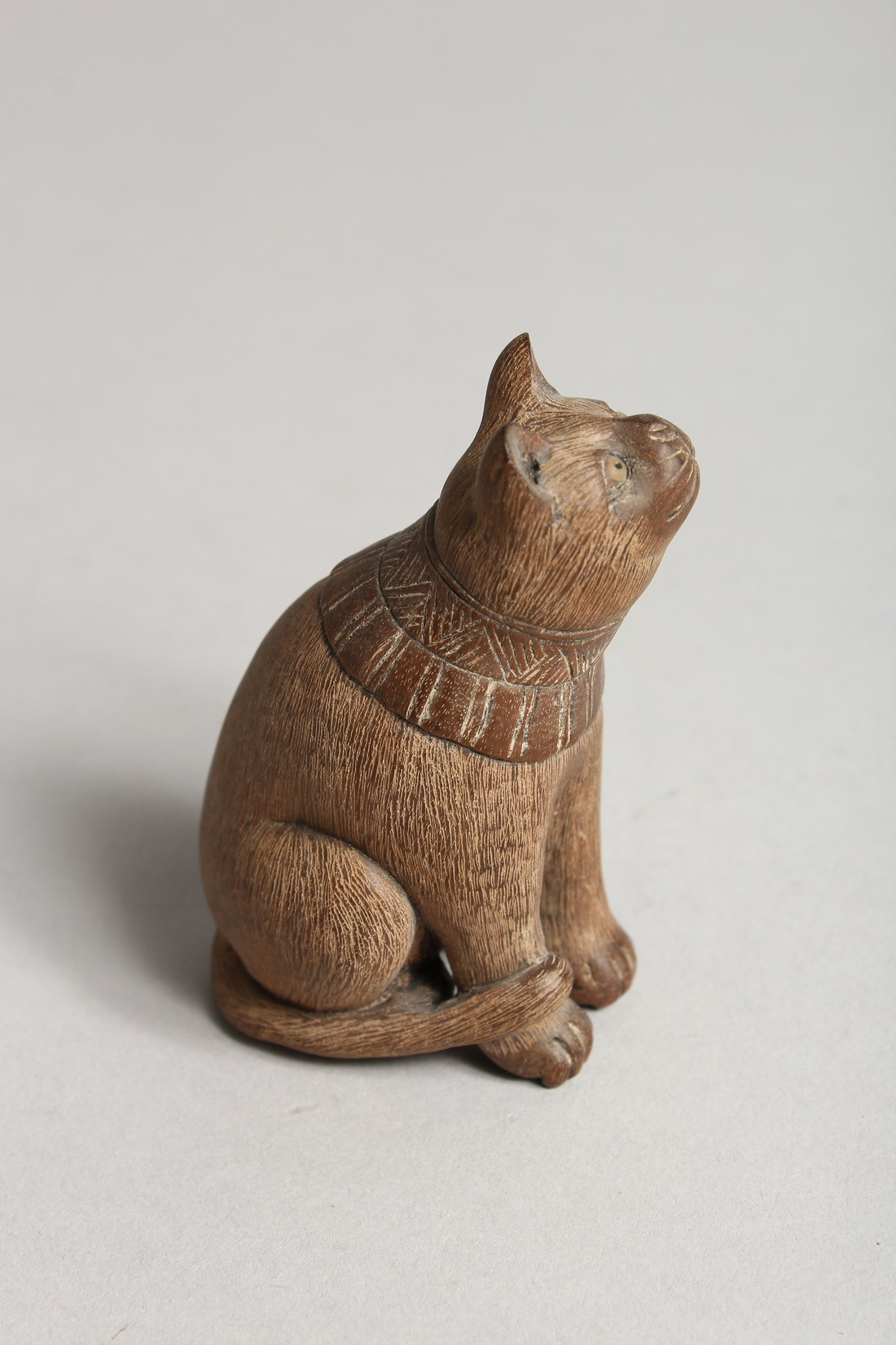 A JAPANESE CARVED WOODEN SEATED CAT Signed - Image 3 of 4