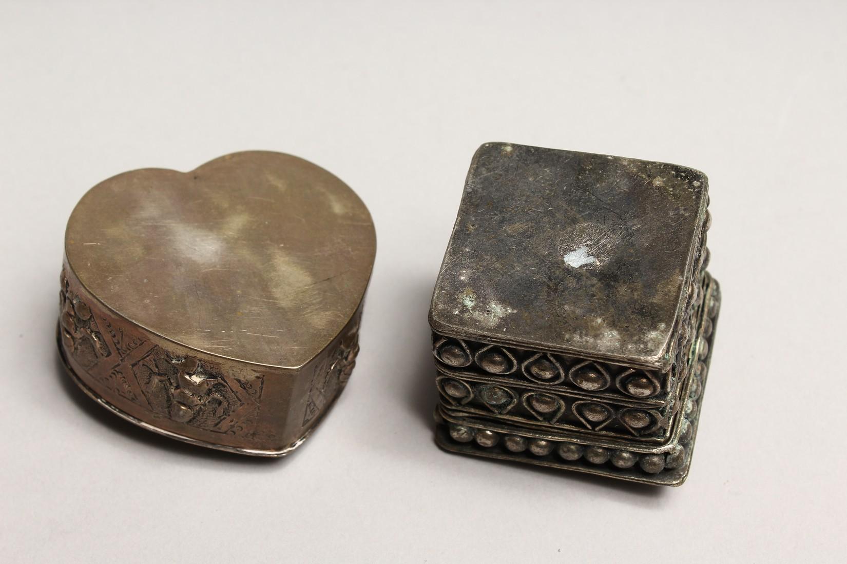 AN INDIAN SHAPED BOX AND A FILIGREE BOX (2). - Image 2 of 3