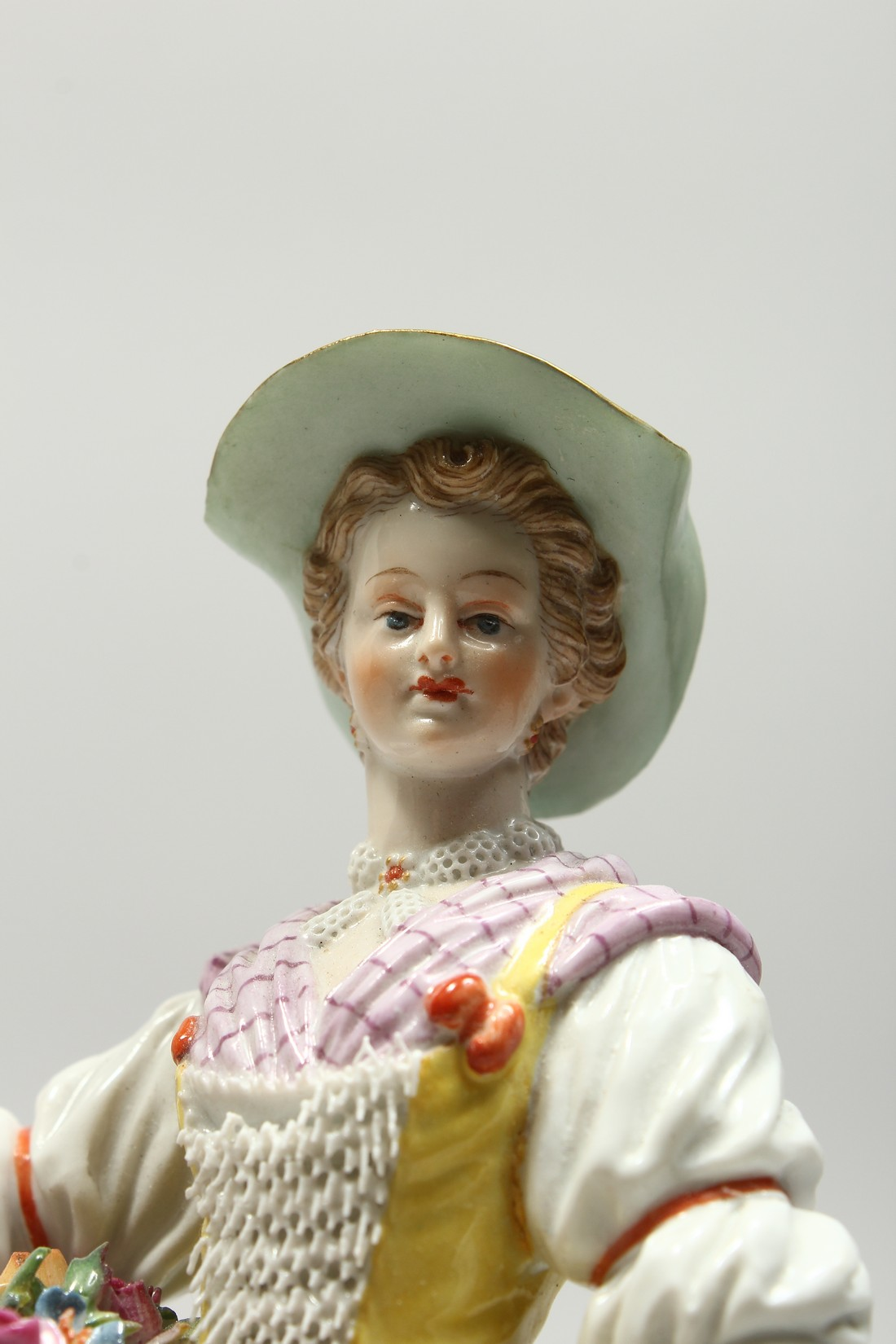 A GOOD MEISSEN PORCELAIN FIGURE OF A GARDENERESE, holding a sickle, carrying a basket of flowers, an - Image 2 of 14