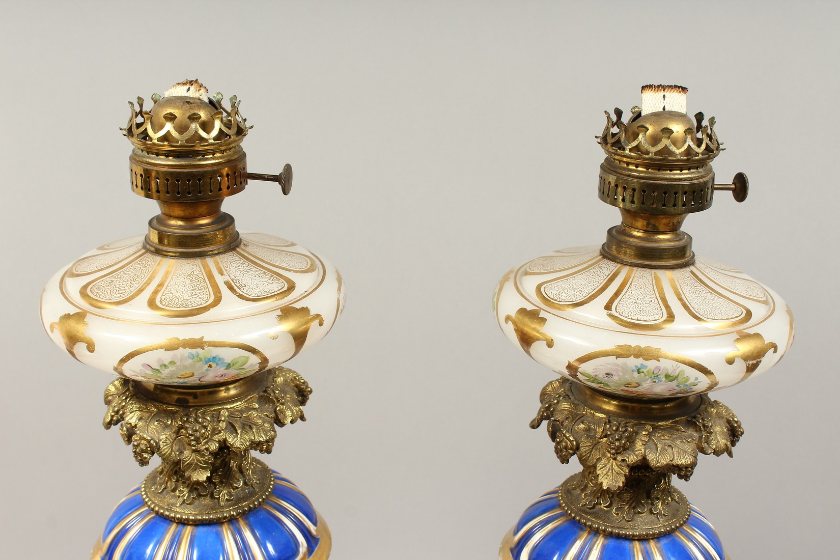 A SUPERB PAIR OF 19TH CENTURY FRENCH PORCELAIN AND GILT BRONZE LAMPS ON STANDS, painted with - Image 2 of 24