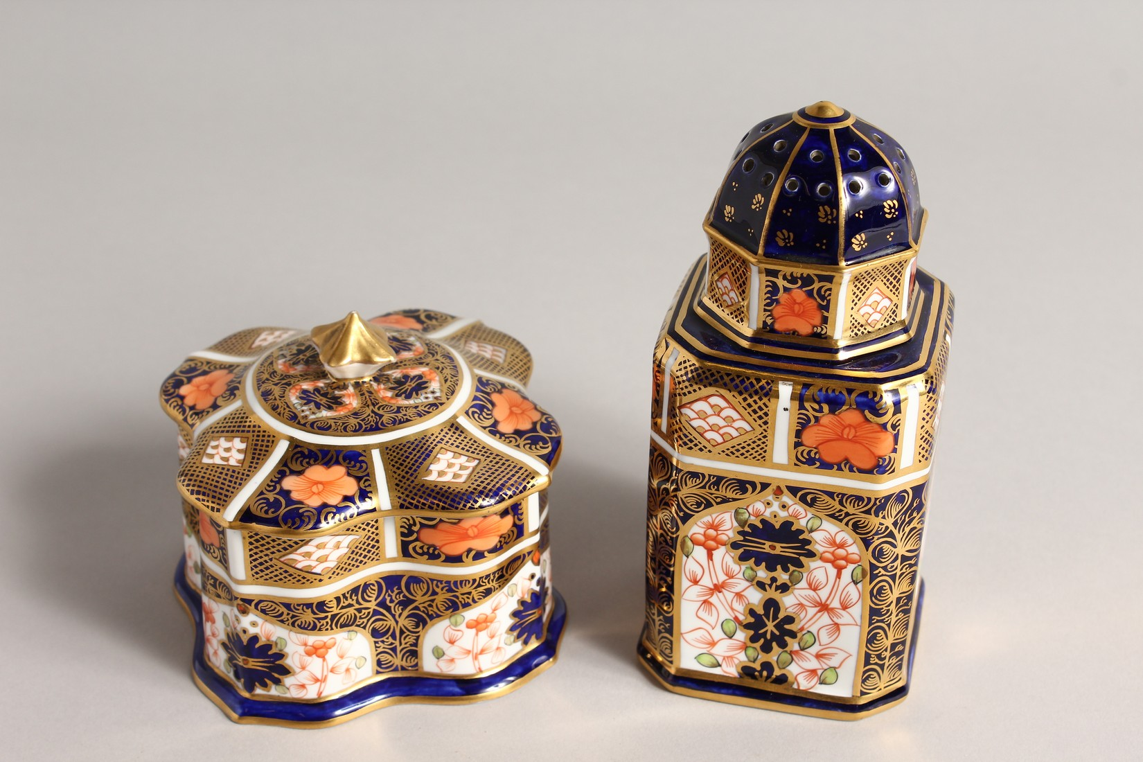 A ROYAL CROWN DERBY JAPAN PATTERN SQUARE SUGAR SIFTER, No. 1128. 6ins high and a SQUARE SUPERB BOX - Image 4 of 10