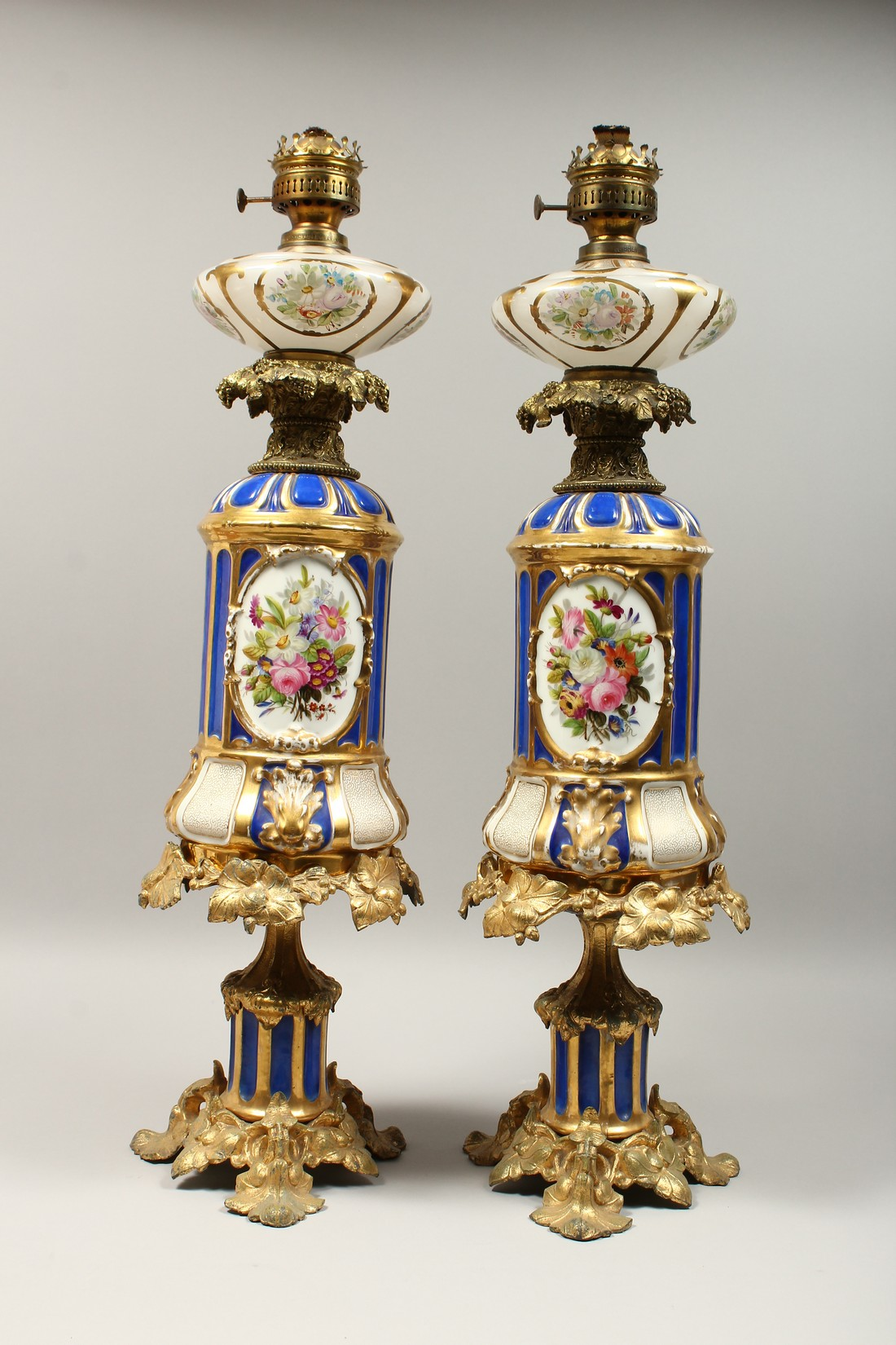 A SUPERB PAIR OF 19TH CENTURY FRENCH PORCELAIN AND GILT BRONZE LAMPS ON STANDS, painted with - Image 11 of 24
