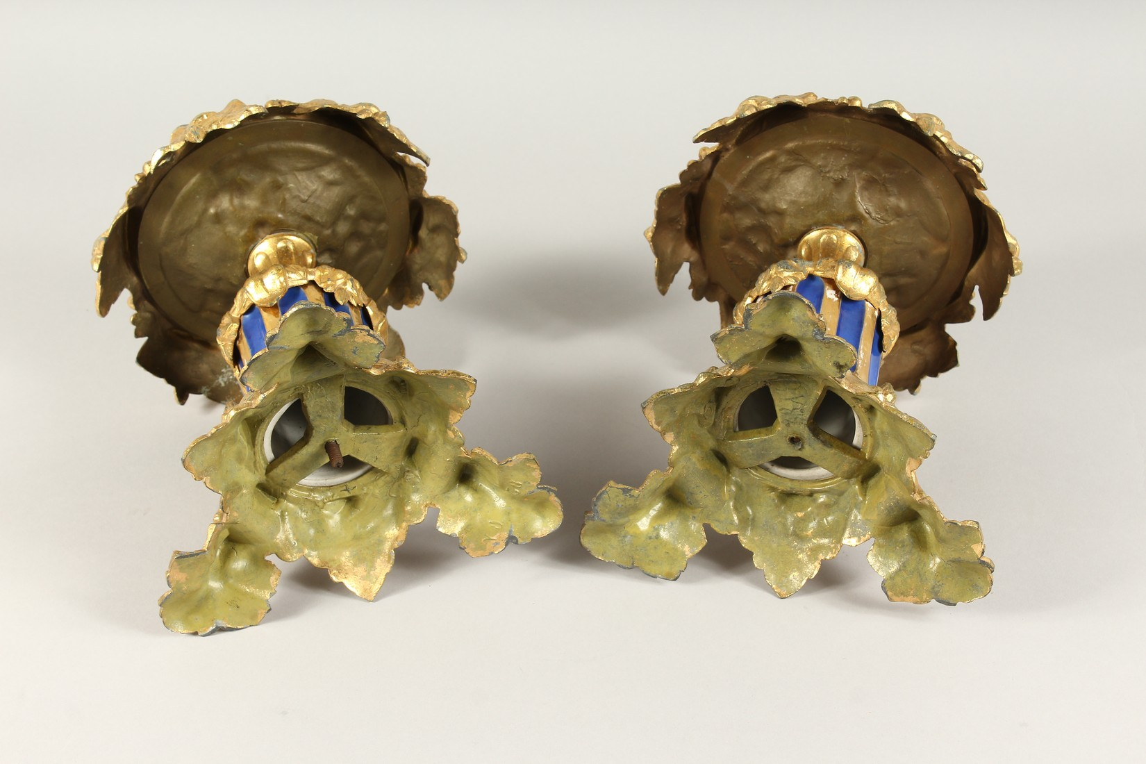 A SUPERB PAIR OF 19TH CENTURY FRENCH PORCELAIN AND GILT BRONZE LAMPS ON STANDS, painted with - Image 24 of 24