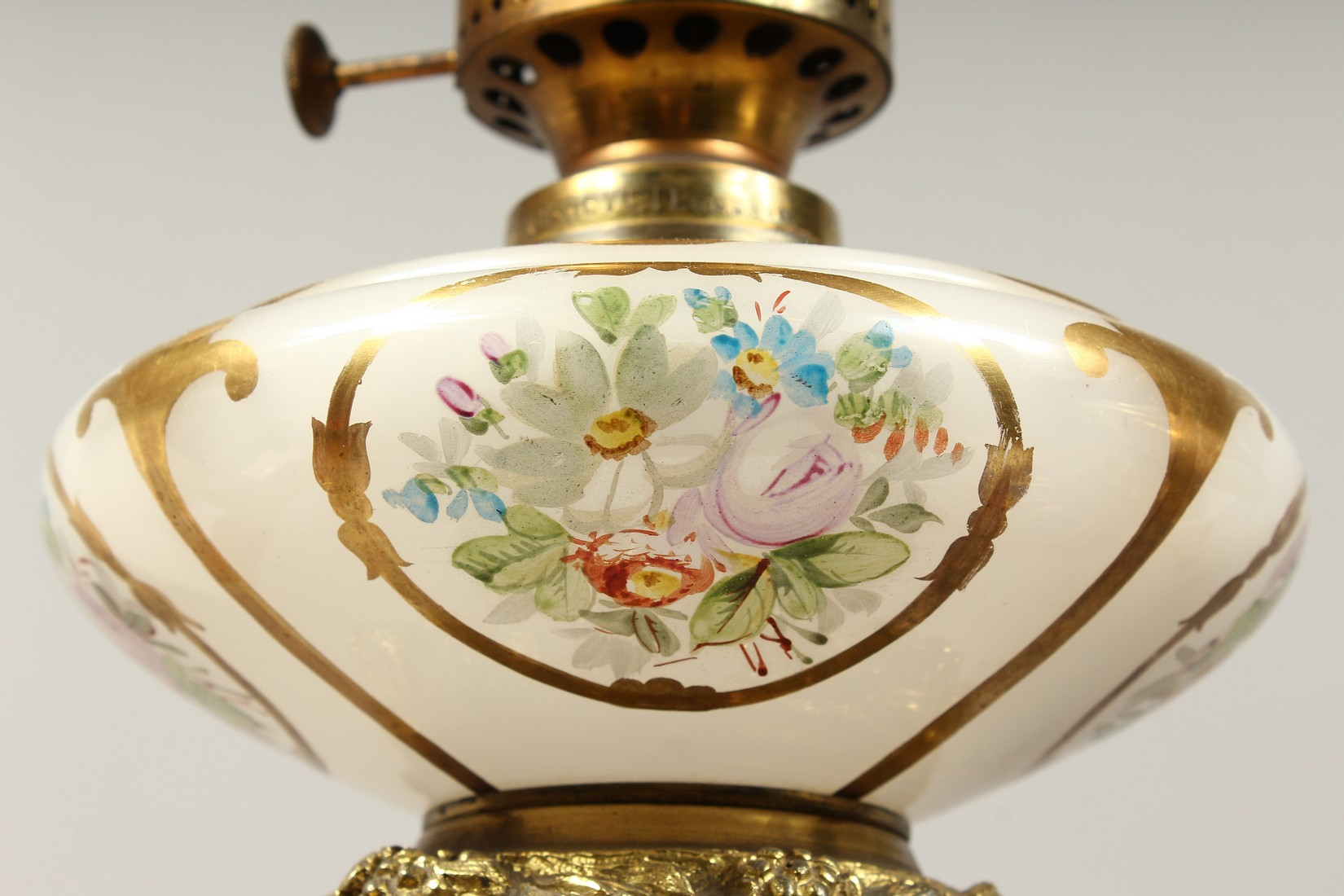 A SUPERB PAIR OF 19TH CENTURY FRENCH PORCELAIN AND GILT BRONZE LAMPS ON STANDS, painted with - Image 14 of 24