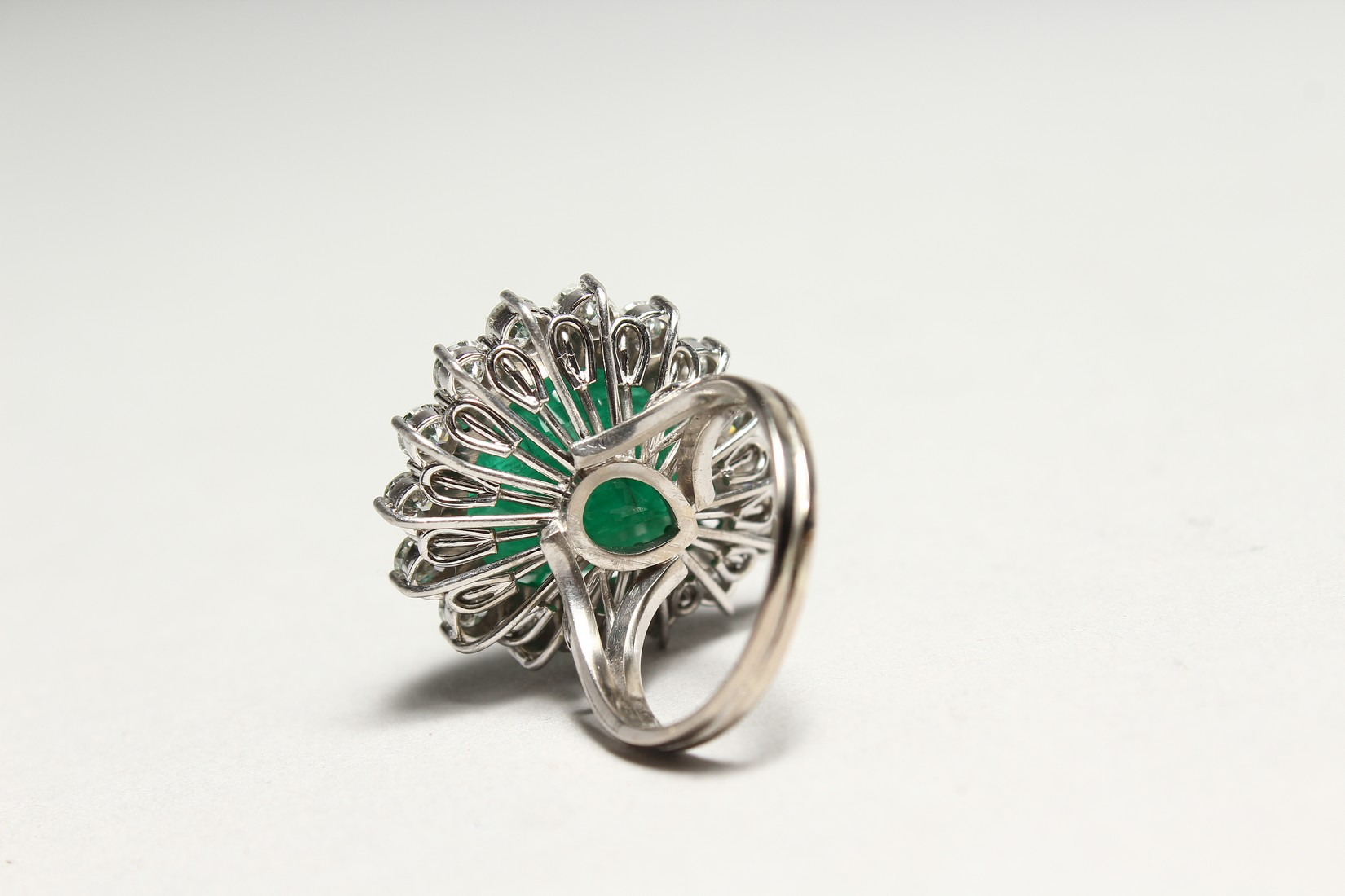 A SUPERB 18CT WHITE GOLD TIER DROP EMERALD AND DIAMOND RING set with a large emerald surrounded by - Image 3 of 3