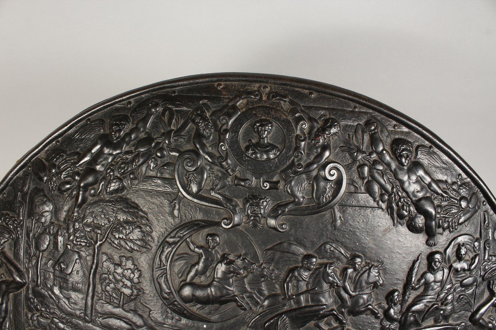 AN IMPRESSIVE CLASSICAL STYLE CAST IRON CIRCULAR PLAQUE, decorated with Greek mythological figures - Image 6 of 8