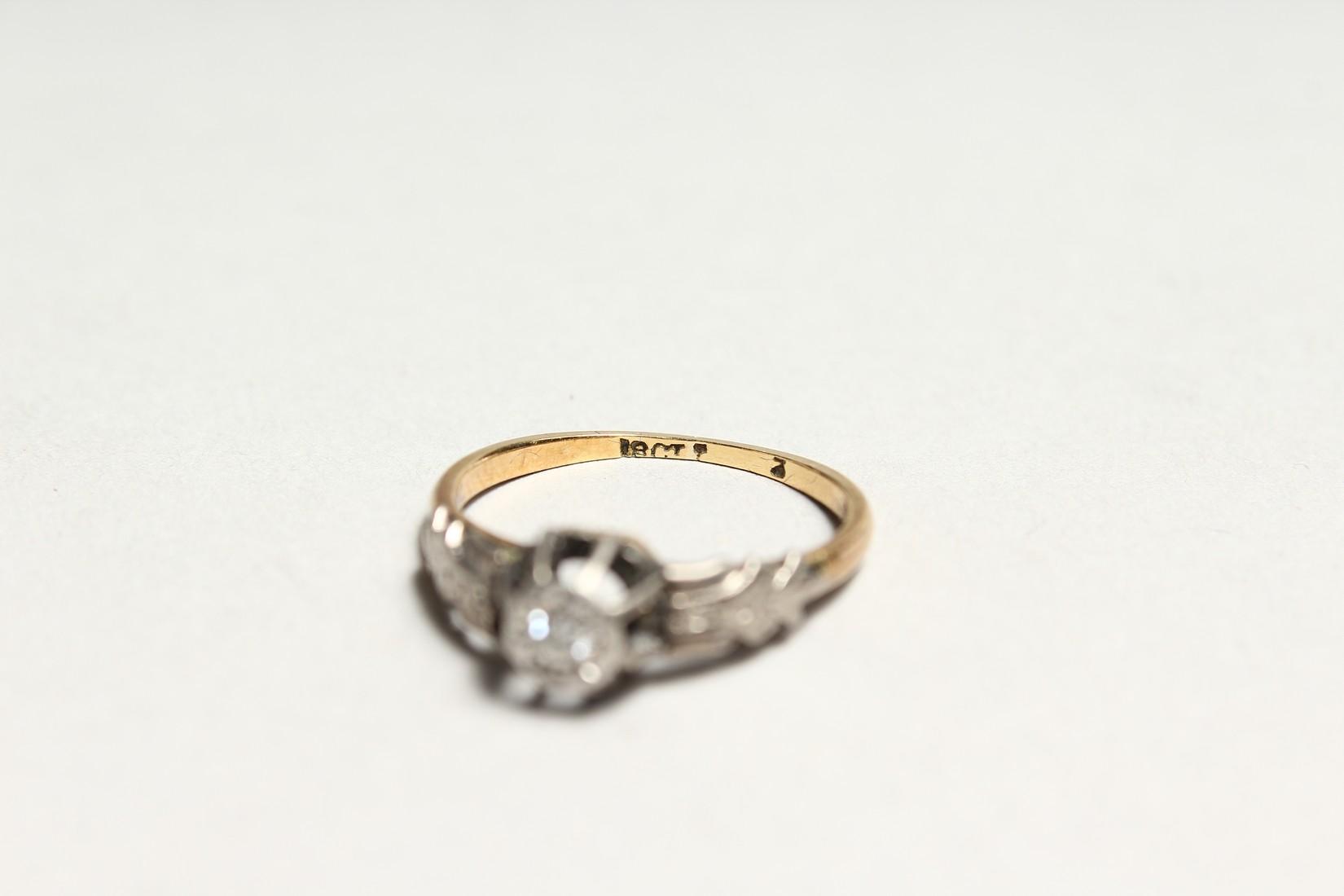 A GOOD 18CT GOLD DIAMOND SET RING - Image 5 of 5