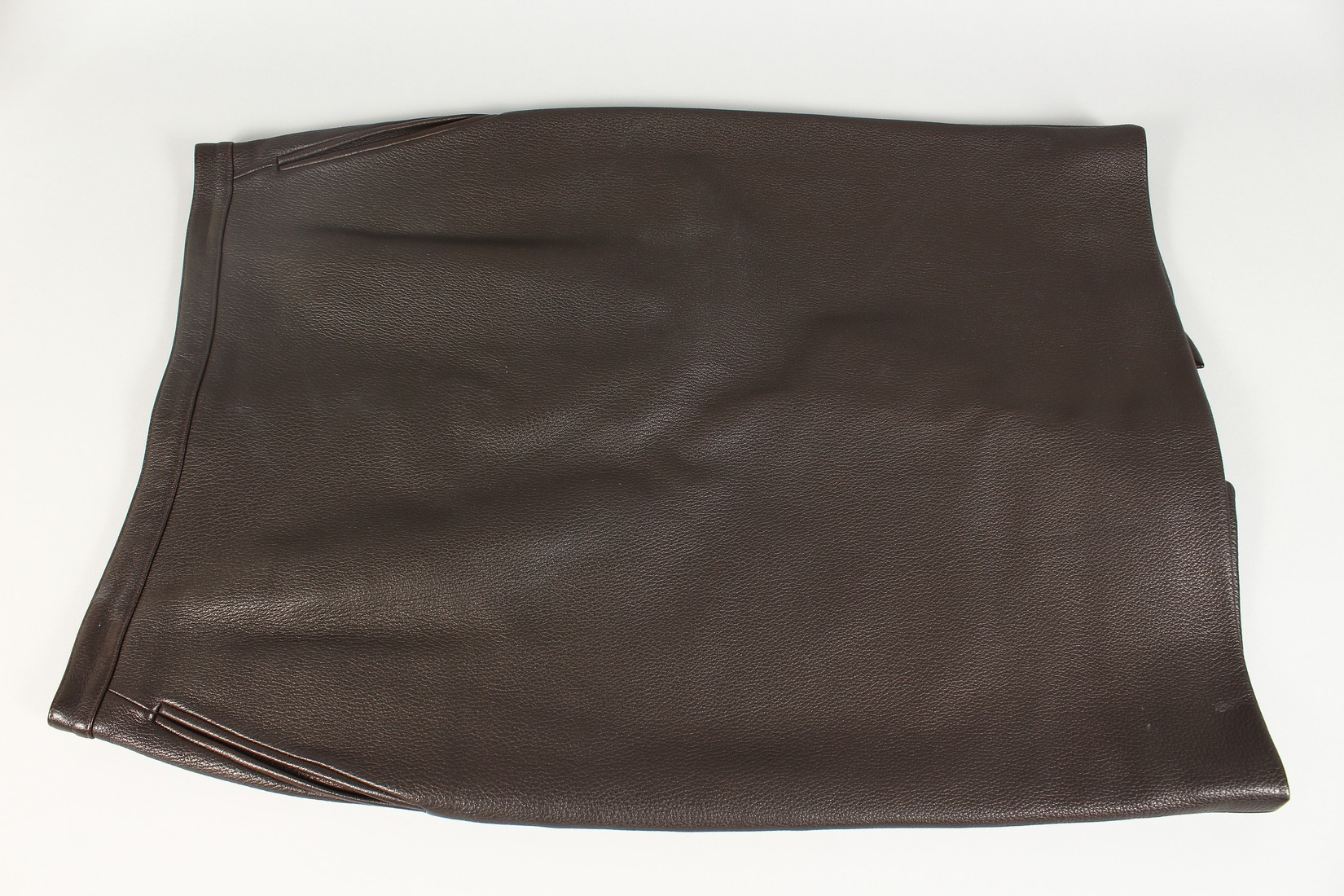 A HERMES LEATHER SKIRT, never worn. - Image 2 of 6