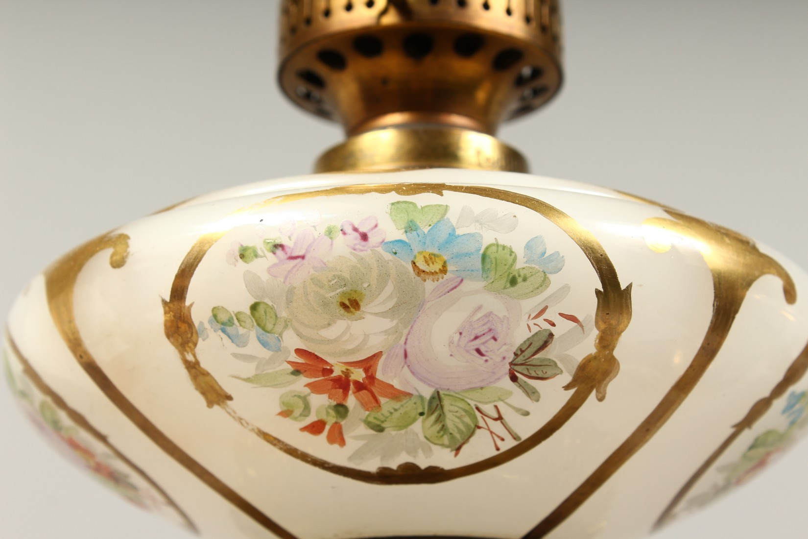 A SUPERB PAIR OF 19TH CENTURY FRENCH PORCELAIN AND GILT BRONZE LAMPS ON STANDS, painted with - Image 17 of 24