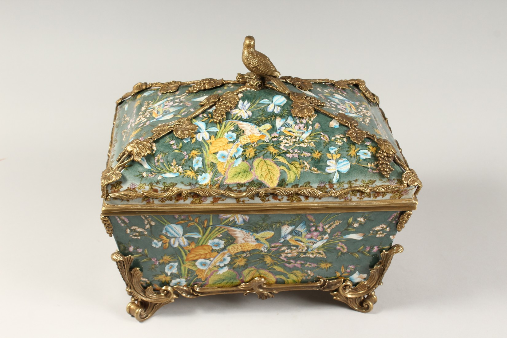 A LARGE CONTINENTAL STYLE PORCELAIN AND BRONZE MOUNTED CASKET, decorated with exotic flowers and - Image 3 of 5