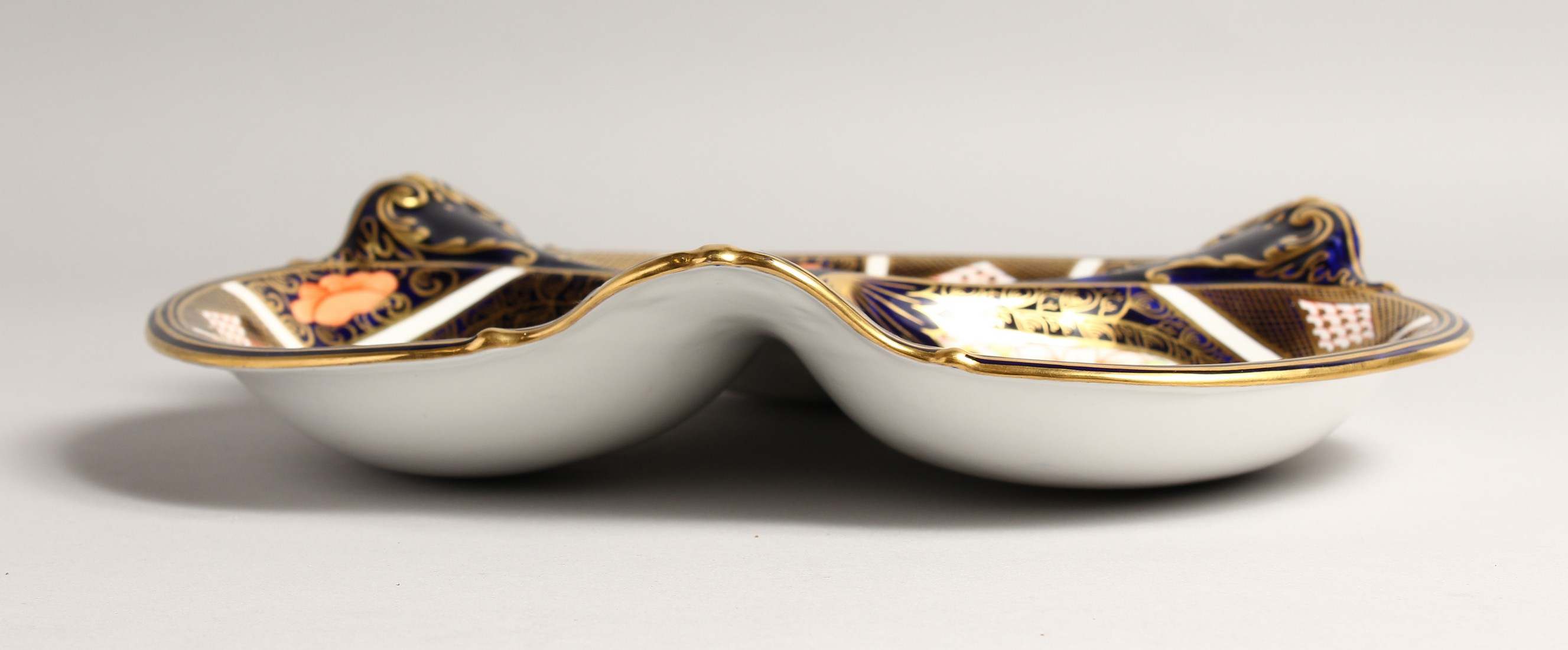 A ROYAL CROWN DERBY JAPAN PATTERN THREE DIVISION DISH. No. 1667 &1128 11ins wide. - Image 3 of 6