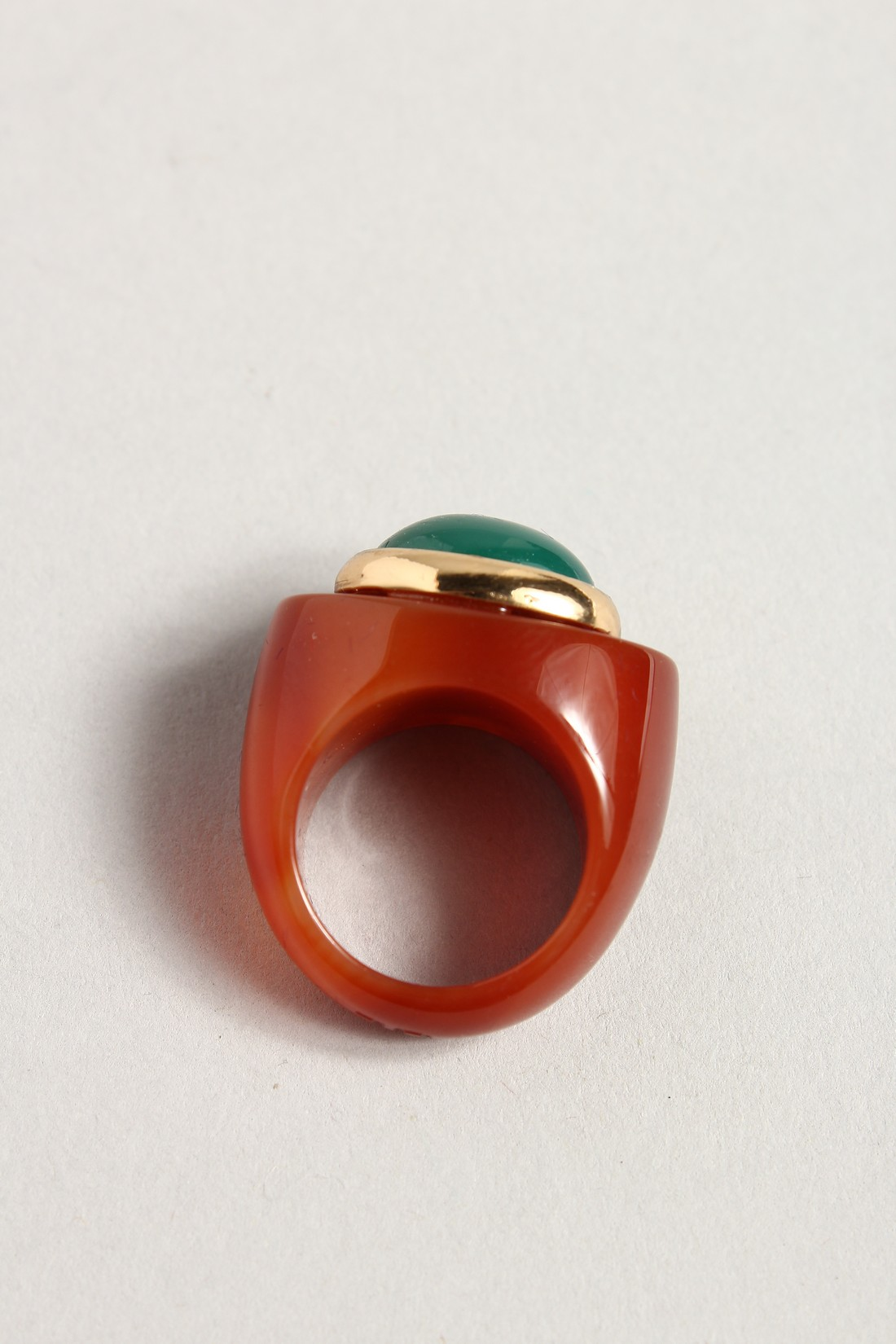 A GREEN STONE, DESIGNER RING. - Image 2 of 2